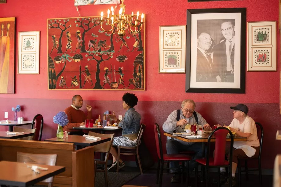A picture of customers dining at Po'Shines