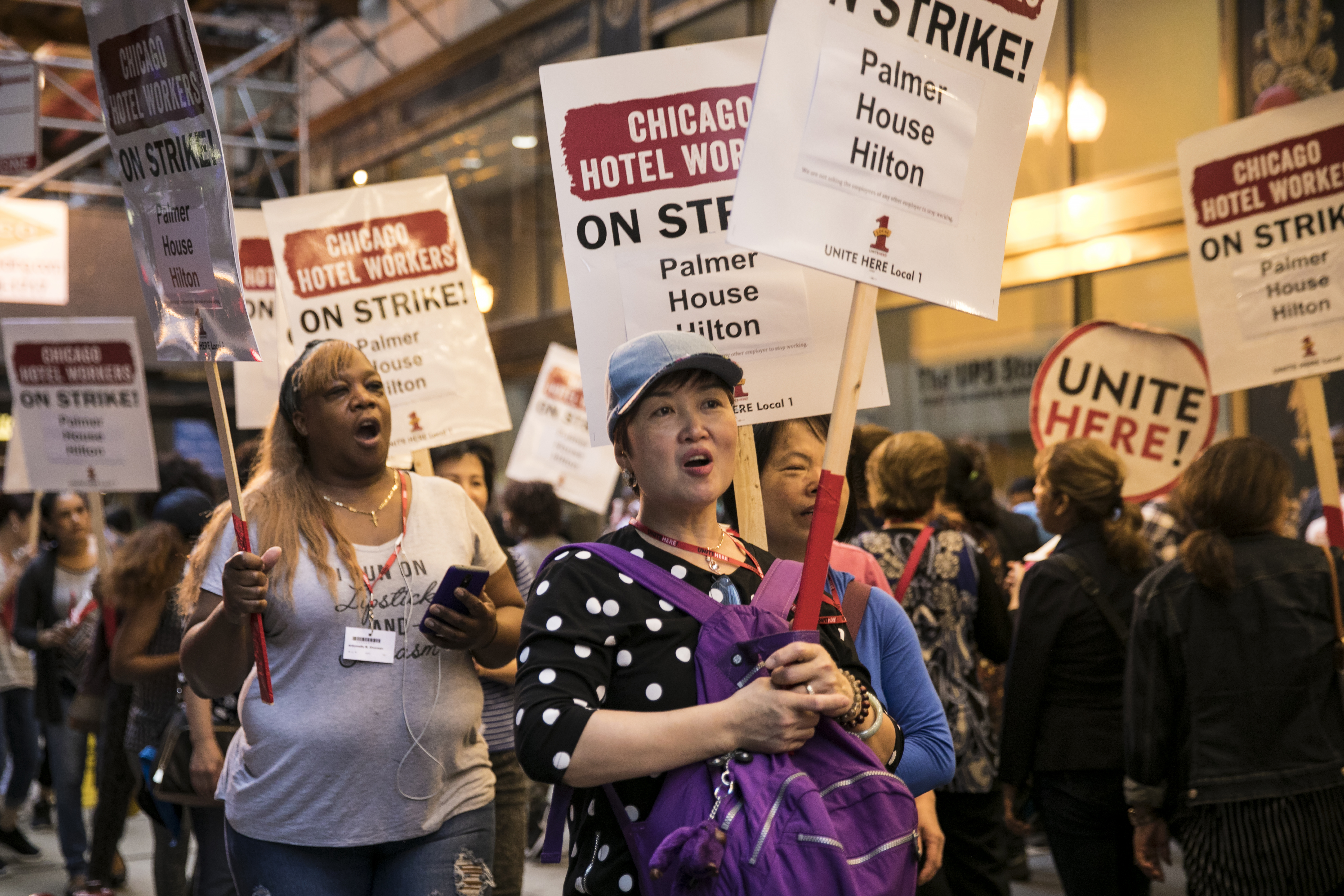 Hotel workers, represented by Unite Here Local 1, strike outside the Palmer House Hilton, Friday morning, Sept. 7, 2018. | Ashlee Rezin/Sun-Times
