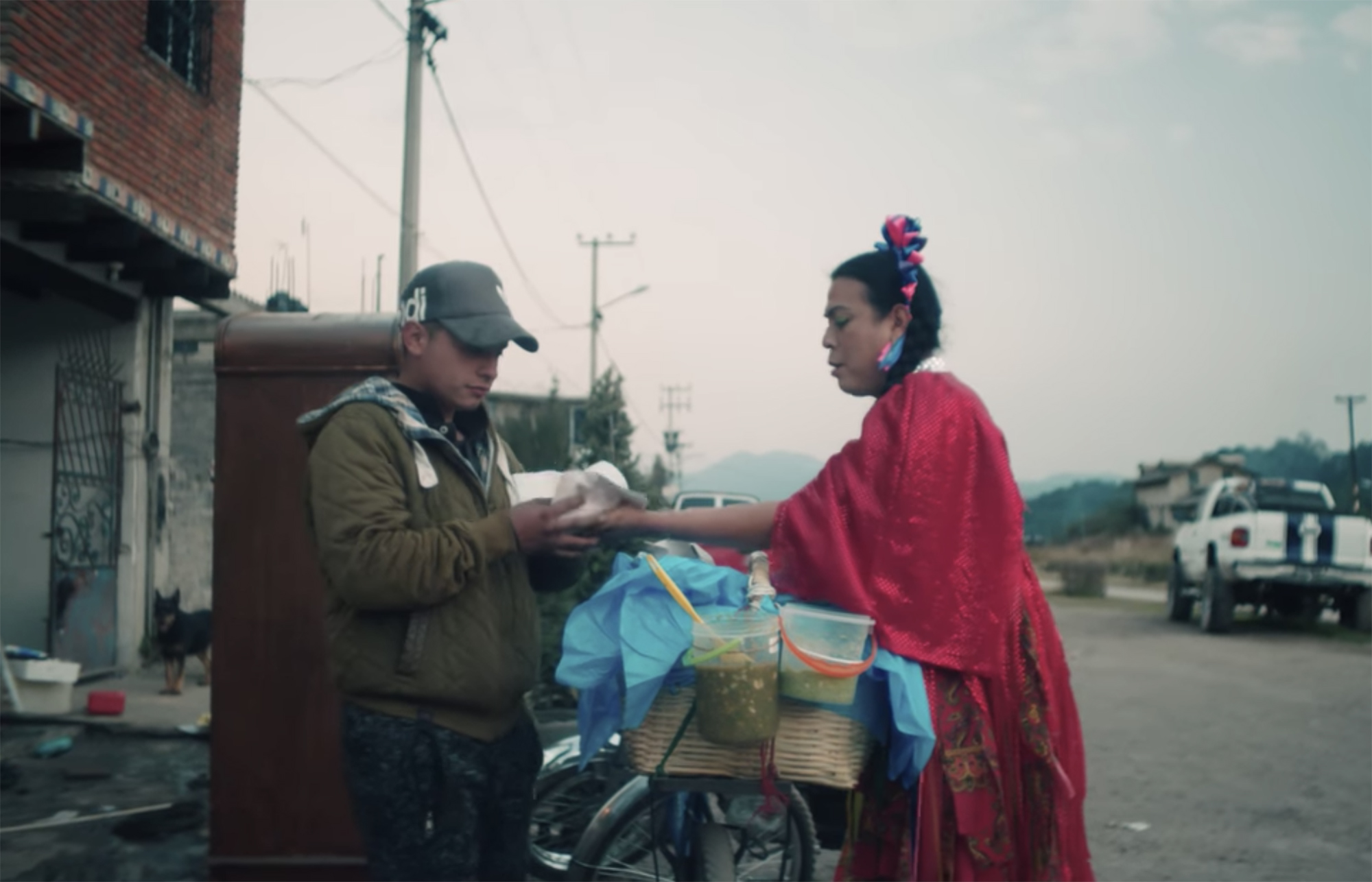 """The Mexico City street vendor Marven, who's also known as """"the basket taco lady,"""" plying her trade on Netflix's """"Taco Chronicles."""""""