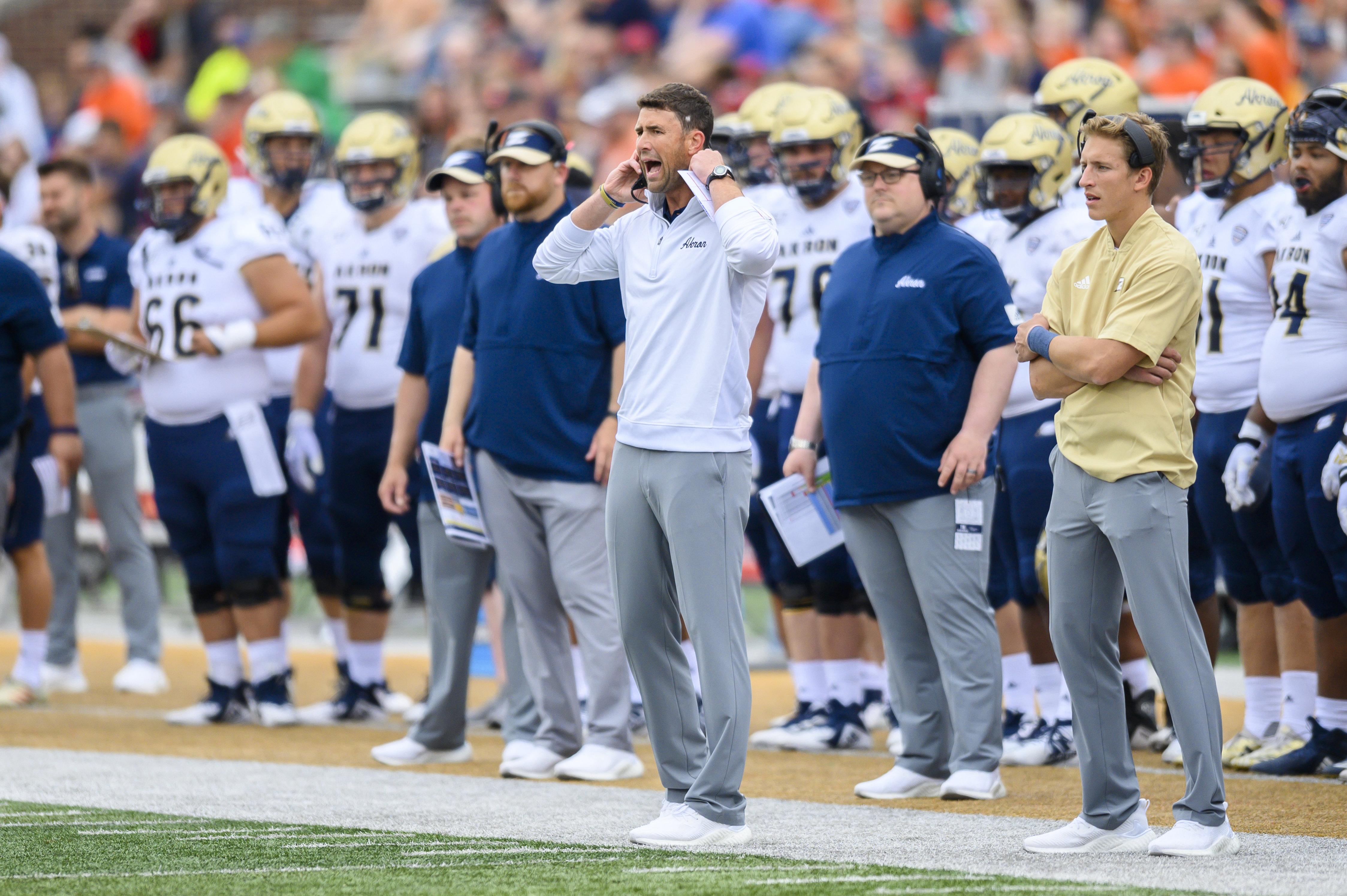 NCAA Football: Akron at Illinois
