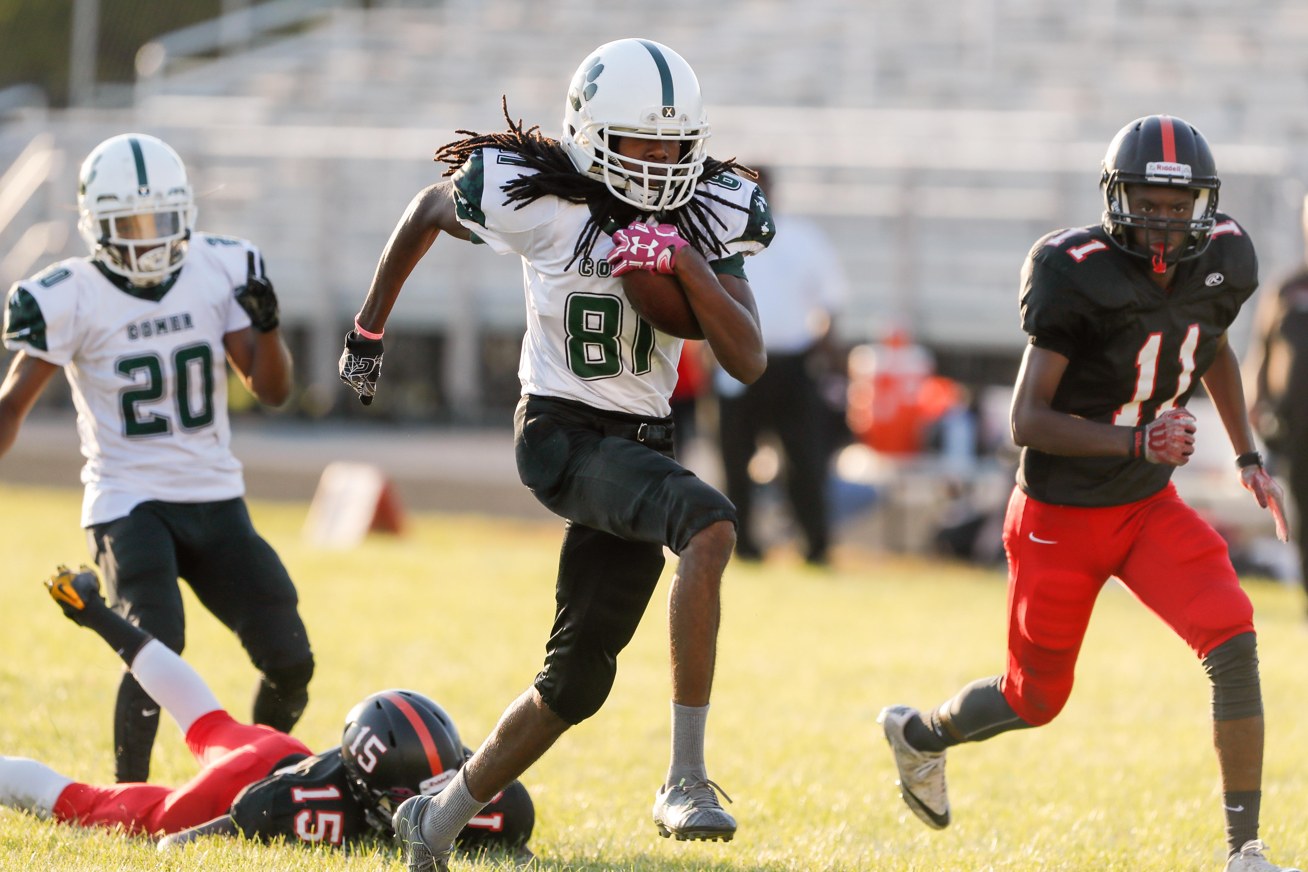 Comer's Dante Knight-Little (81) breaks away to score a touchdown against DuSable.