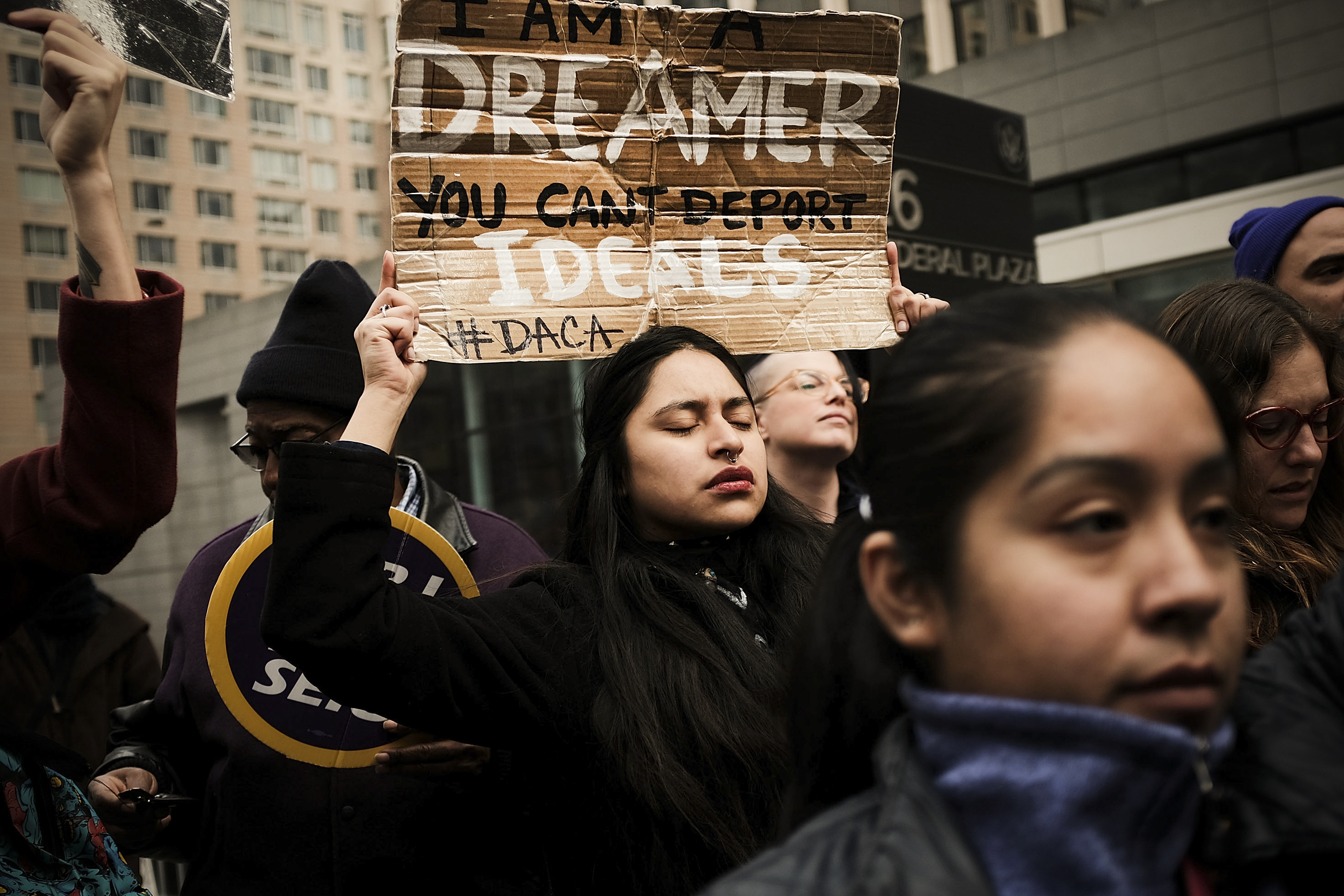 Trump improbably promises Congress will fix DACA if the Supreme Court strikes it down