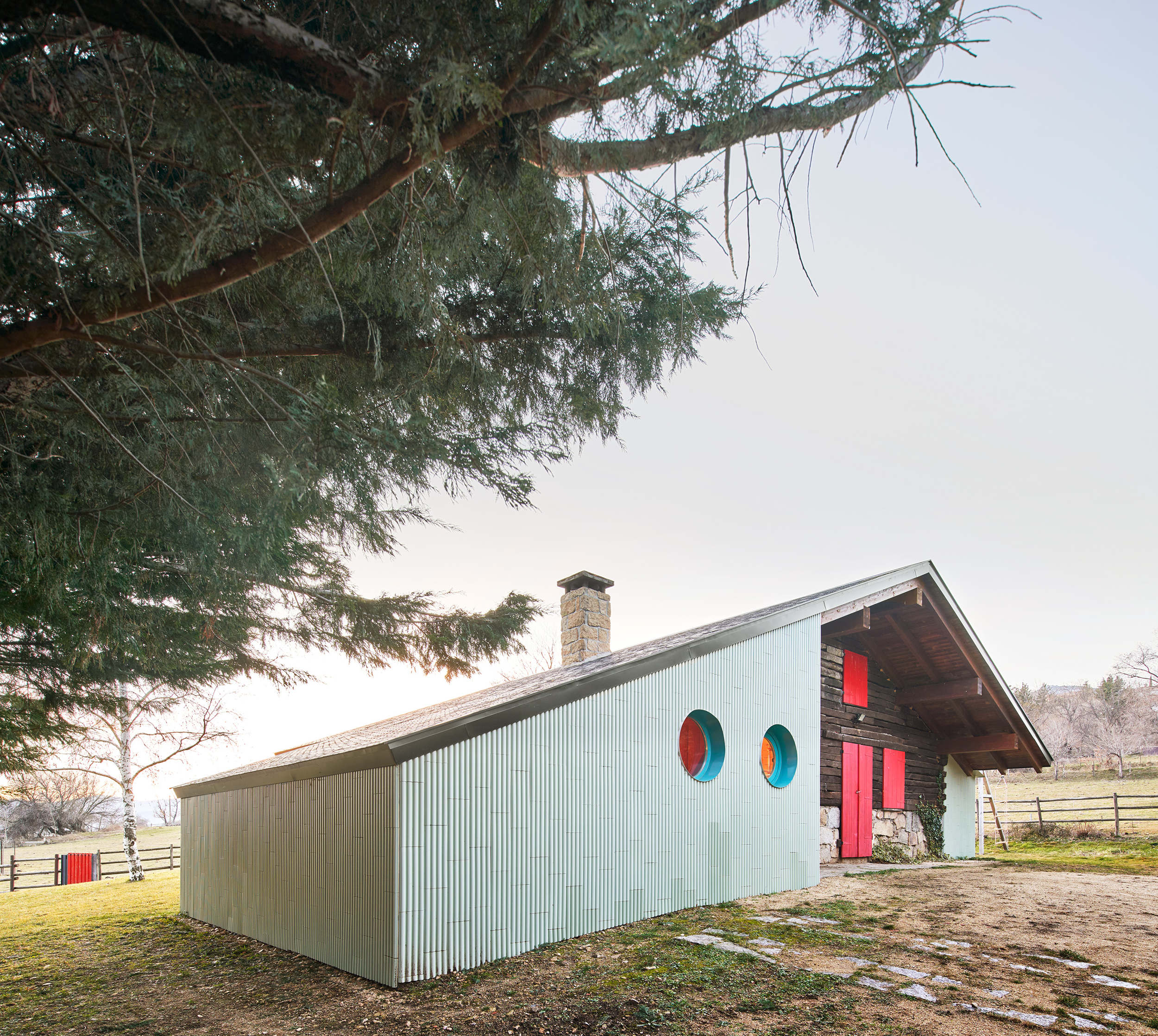 Colorful cabin artfully mixes old and new
