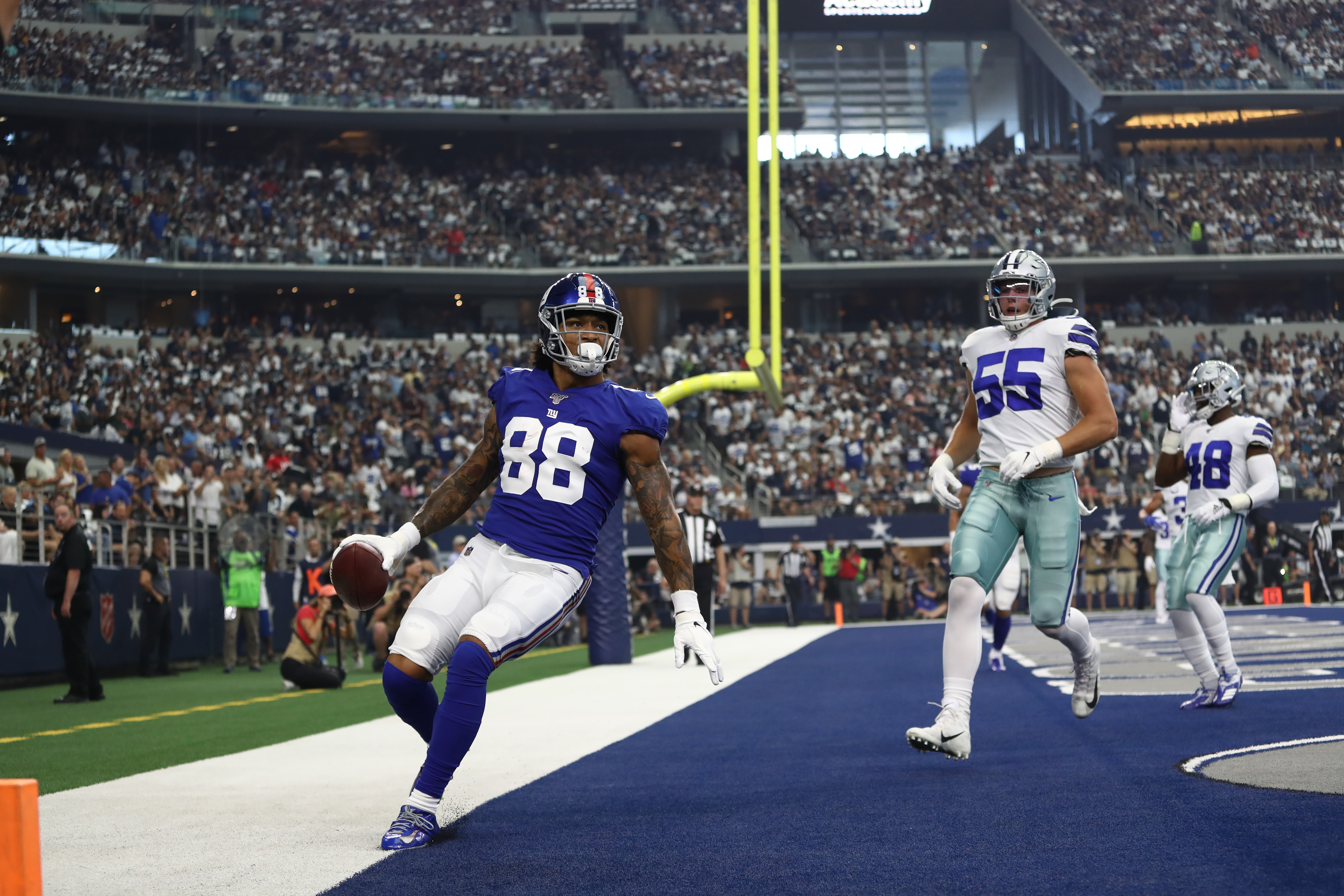 Tight end Evan Engram of the New York Giants scores a touchdown against the Dallas Cowboys at AT&T Stadium on September 08, 2019 in Arlington, Texas.