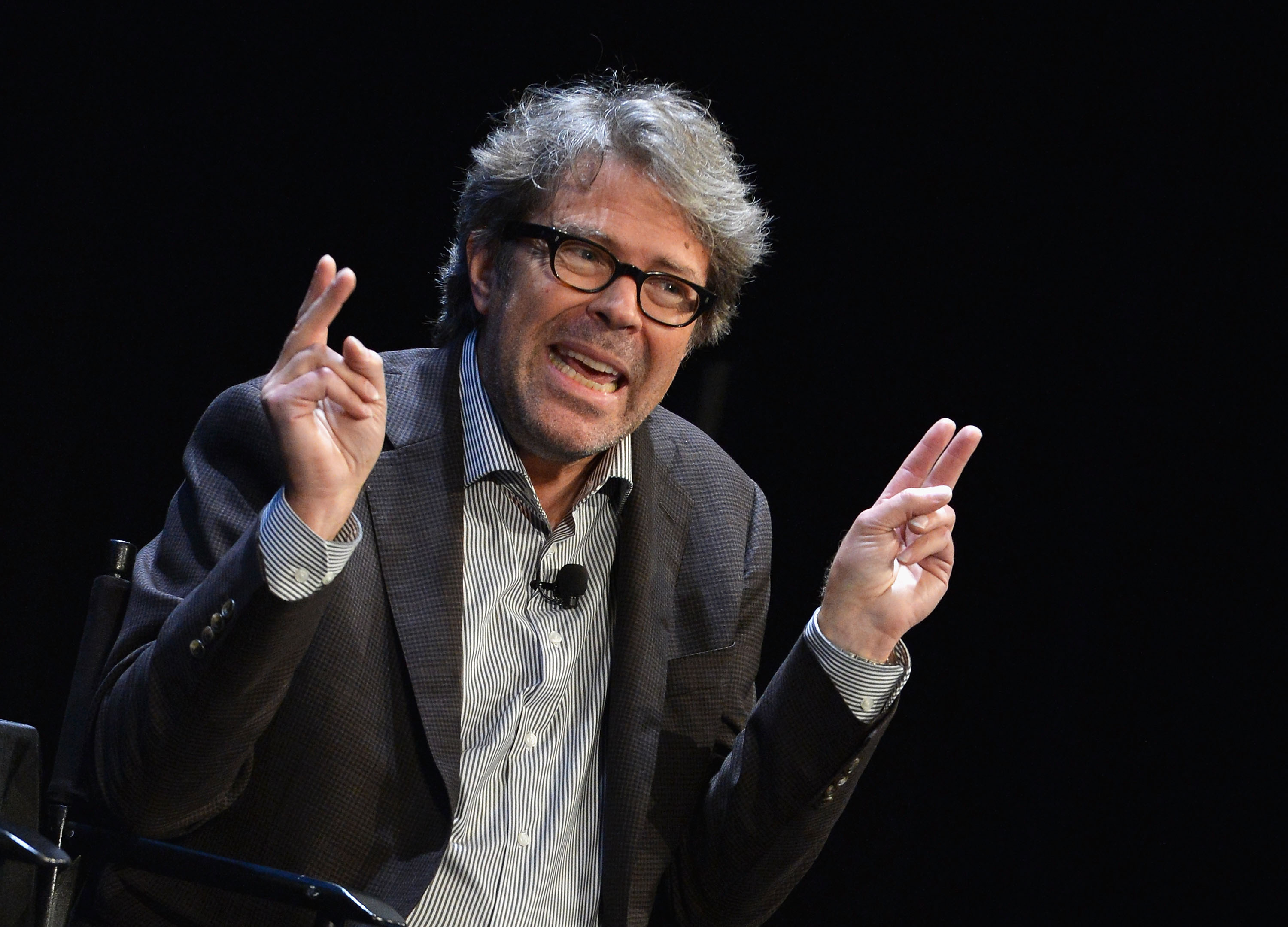 "Jonathan Franzen onstage making ""air quotes"" with his fingers."