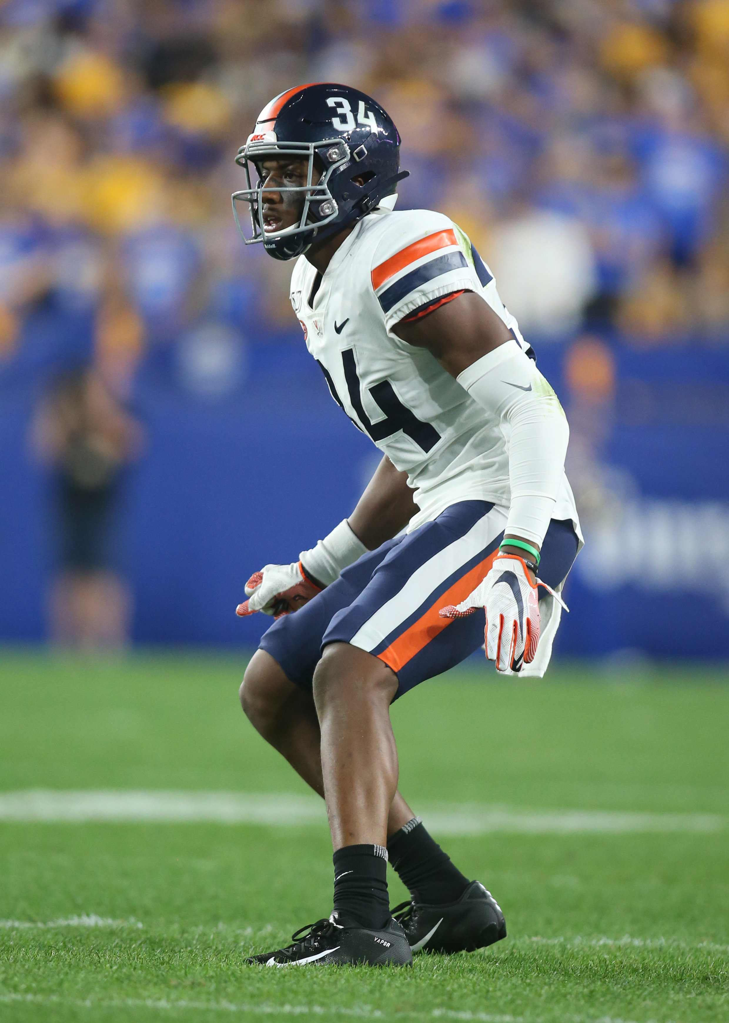 Virginia Cavaliers CB Bryce Hall defends against the Pittsburgh Panthers, Aug. 31, 2019.