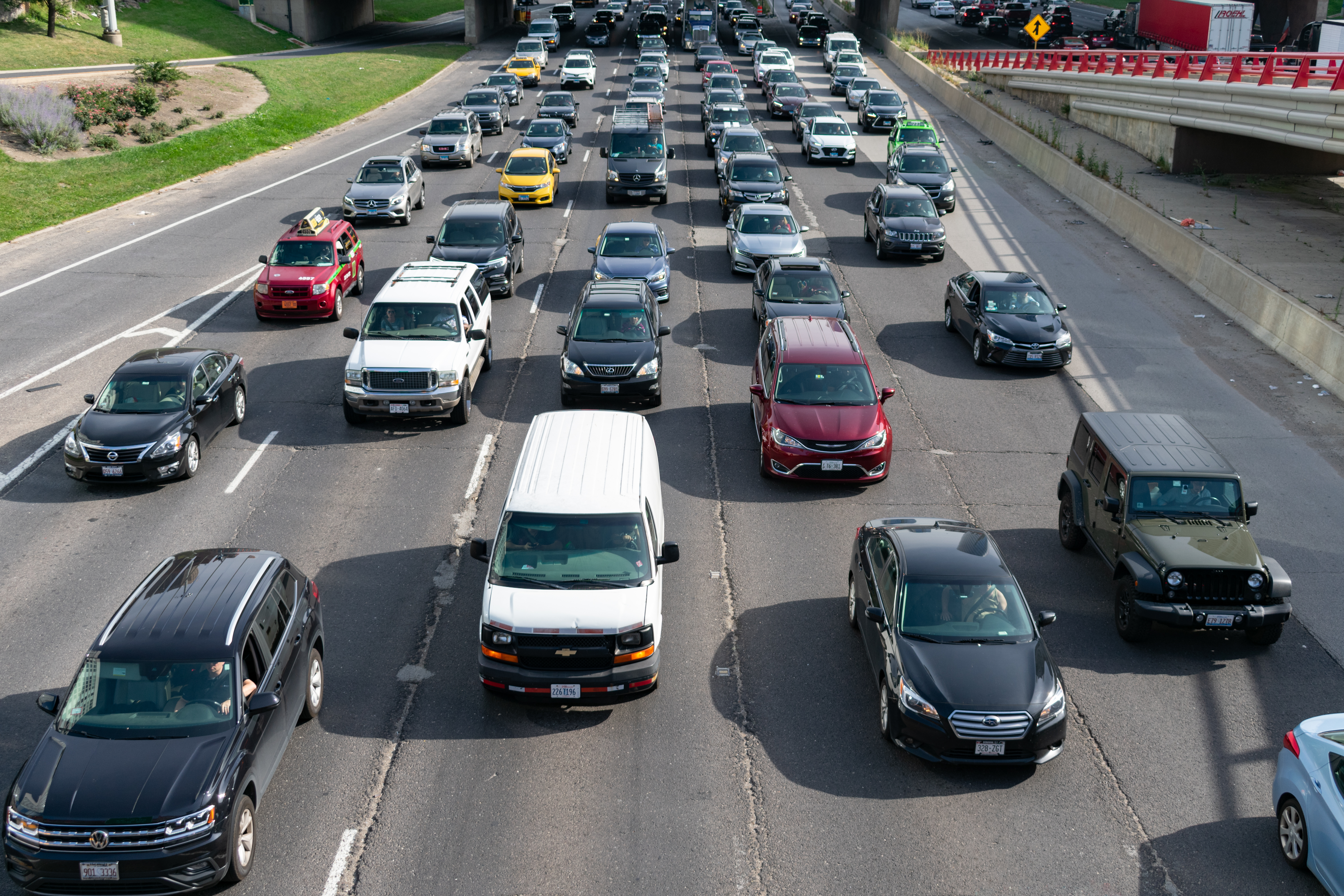 Cars travel on a five-lane expressway in Chicago on a sunny day.