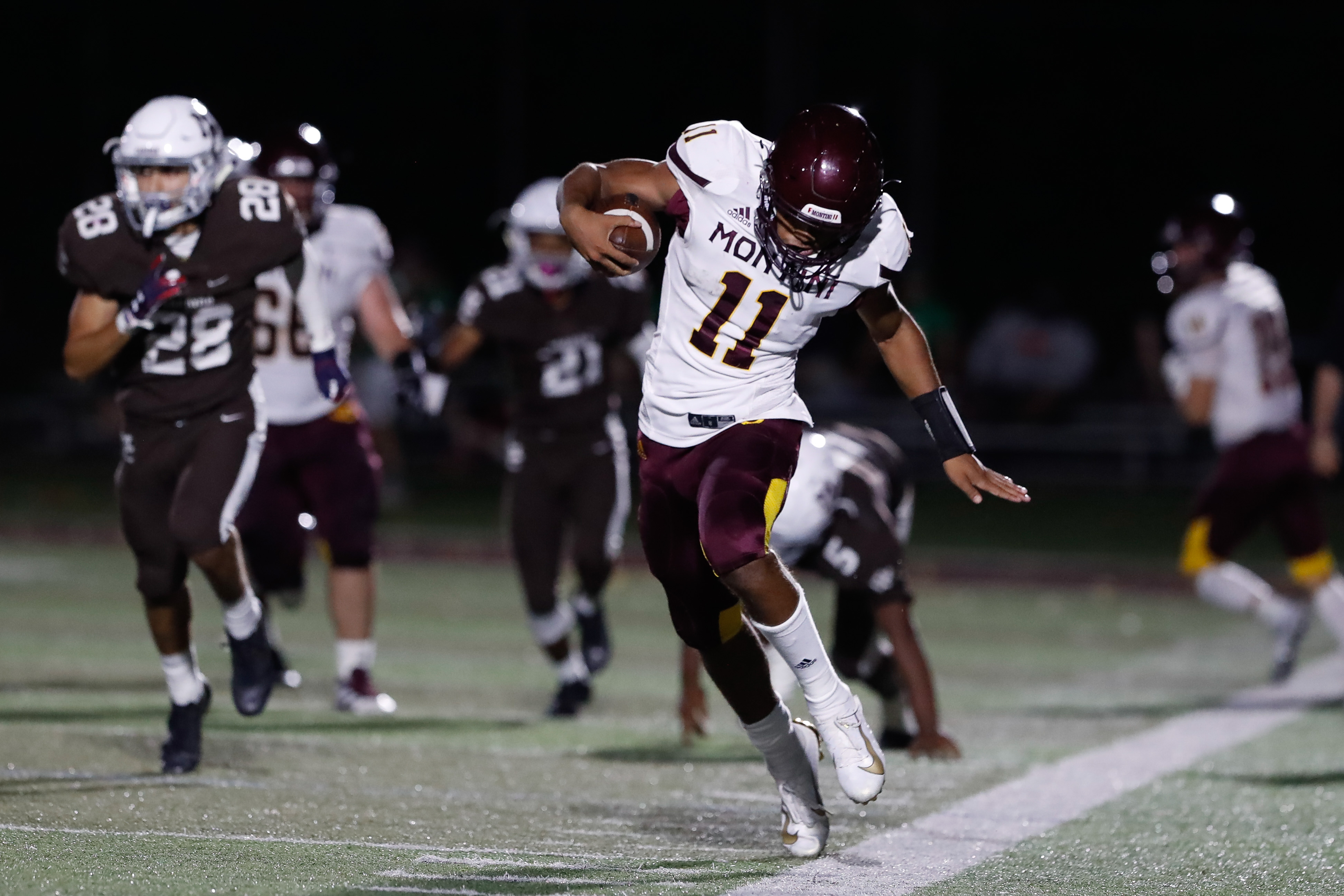 Montini's Deontay Bell (11) runs with the ball during the game against Mount Carmel.