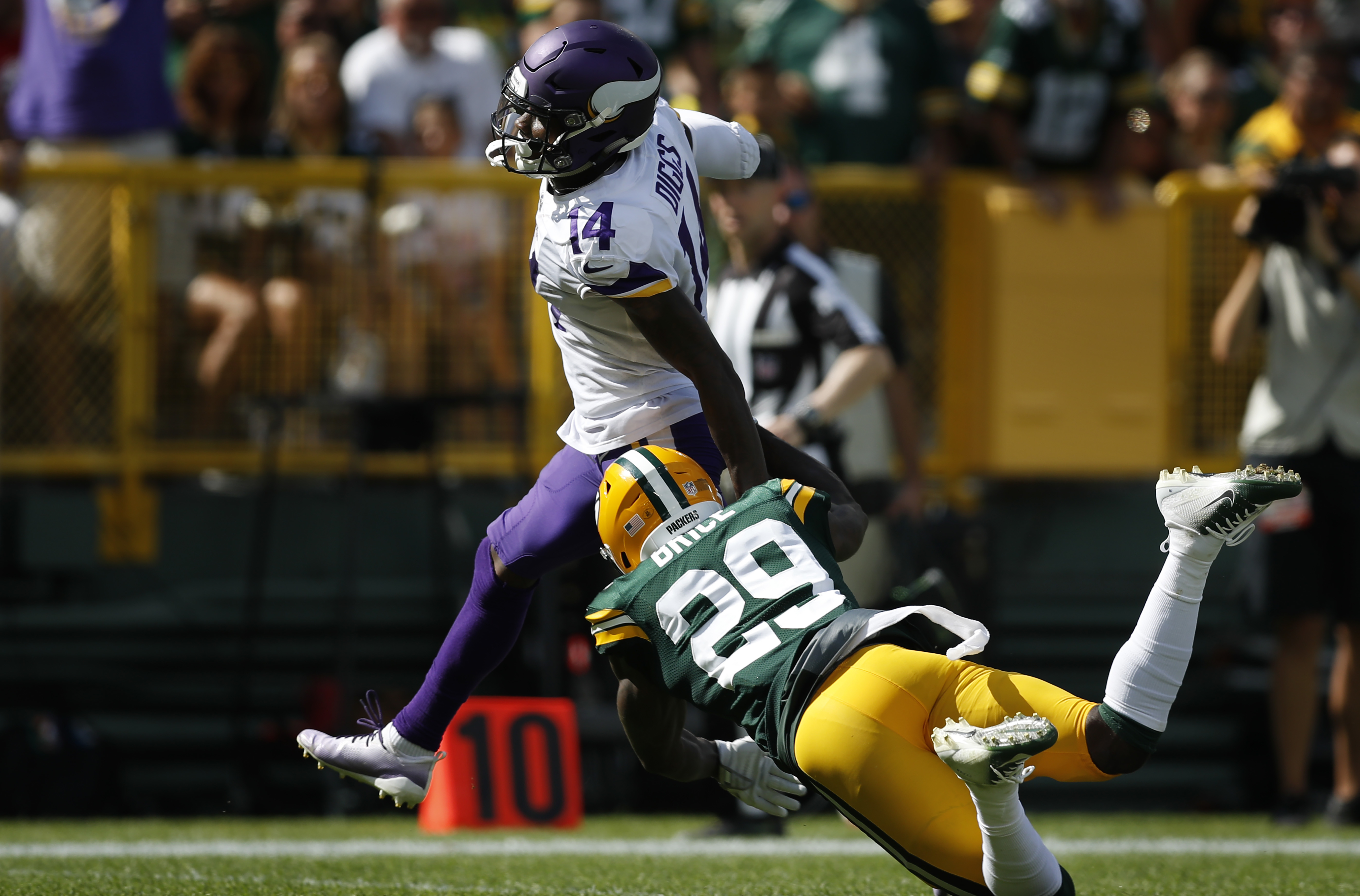 Minnesota Vikings wide receiver Stefon Diggs (14) broke Green Bay Packers defensive back Kentrell Brice (29) tackle scoring on a 75 yard forth quarter touchdown Sunday September 16, 2018 in Green Bay, WI. ] JERRY HOLT • jerry.holt@startribune.com.
