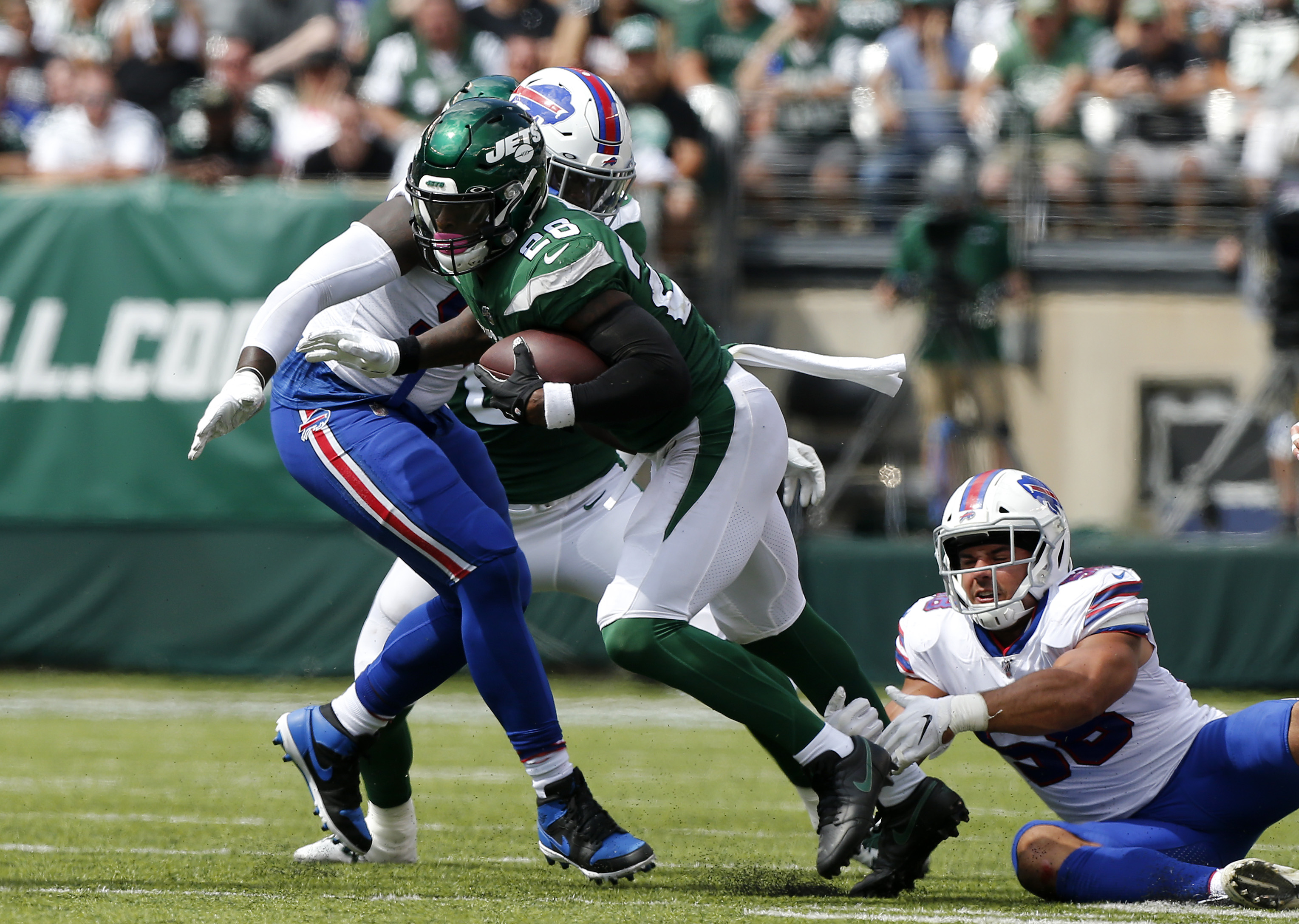 Le'Veon Bell of the New York Jets in action against the Buffalo Bills at MetLife Stadium on September 08, 2019 in East Rutherford, New Jersey.