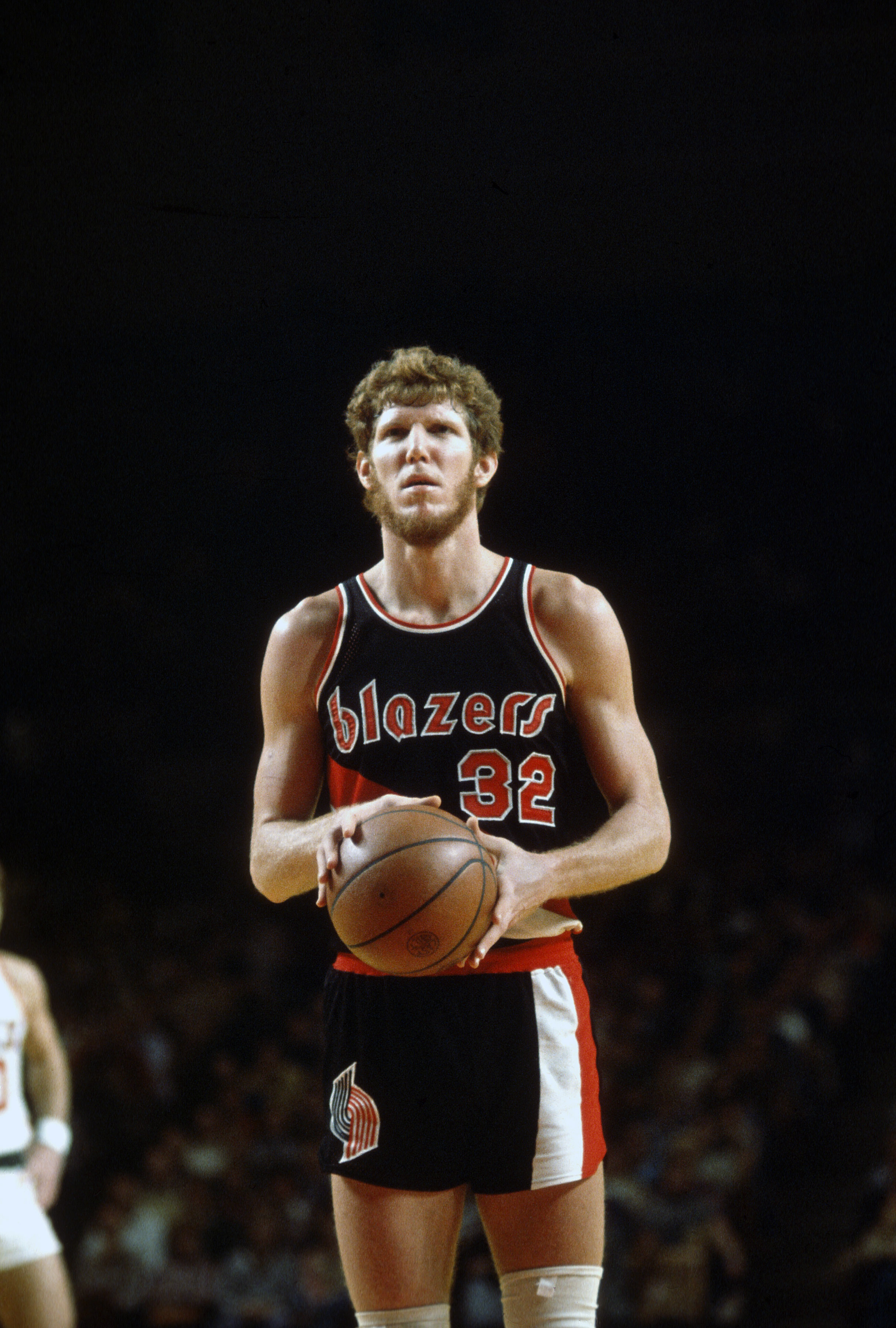MILWAUKEE, WI - CIRCA 1977: Bill Walton #32 of the Portland Trail Blazers looks to shoot a free throw against the Milwaukee Bucks during an NBA basketball game circa 1977 at the MECCA Arena in Milwaukee, Wisconsin. Walton played for the Trailblazers from 1974 - 79. (Photo by Focus on Sport/Getty Images)