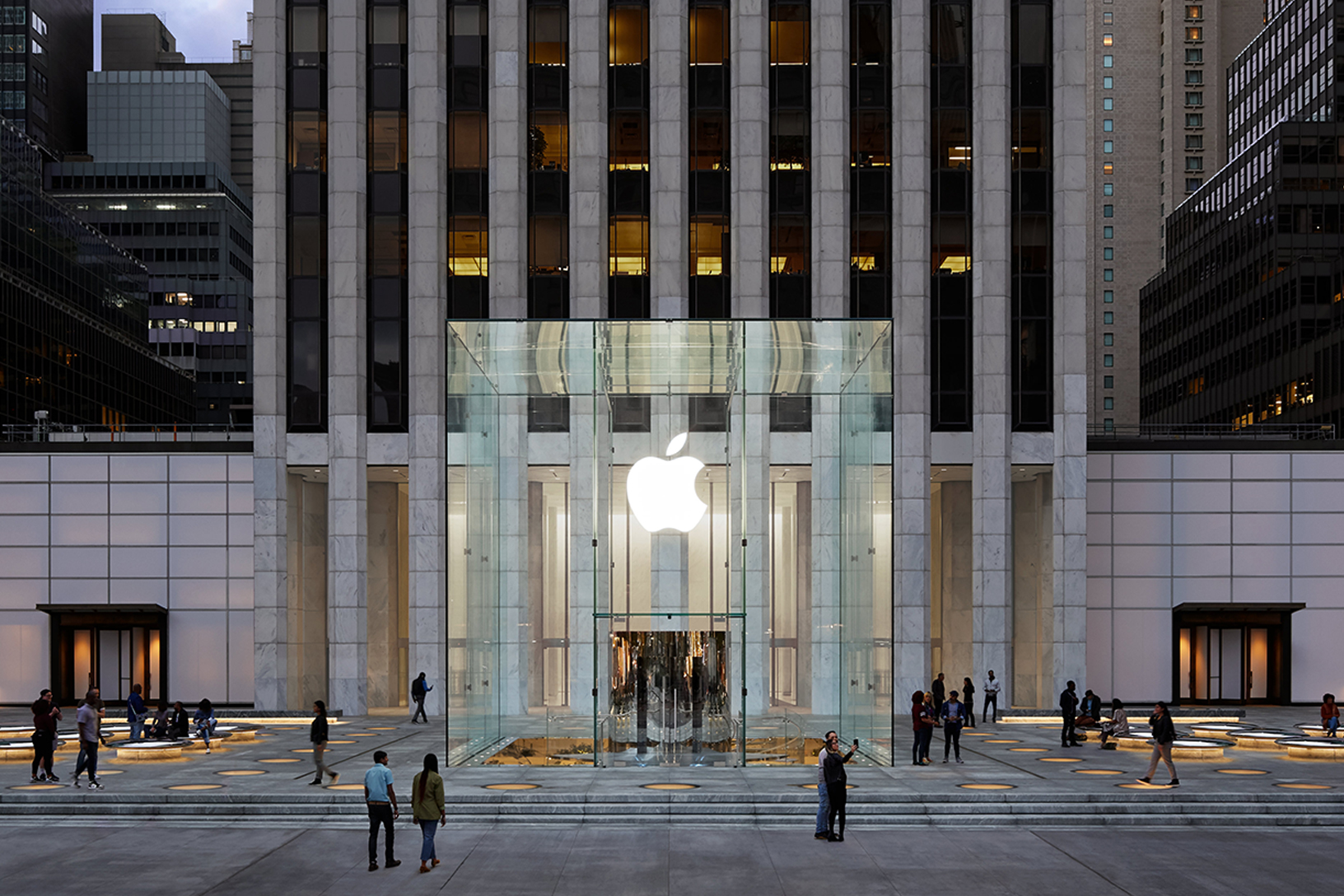 A glass enclosed cube-shaped Apple store.