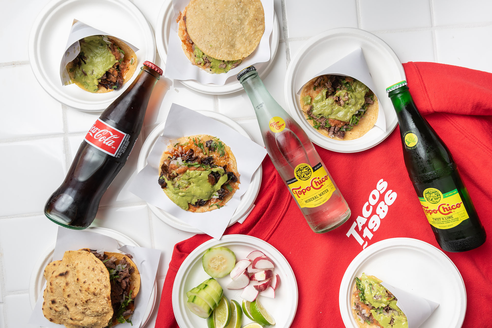 A spread of tacos and drinks from Tacos 1986