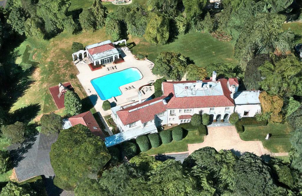 Mansion on Locust Road in Winnetka