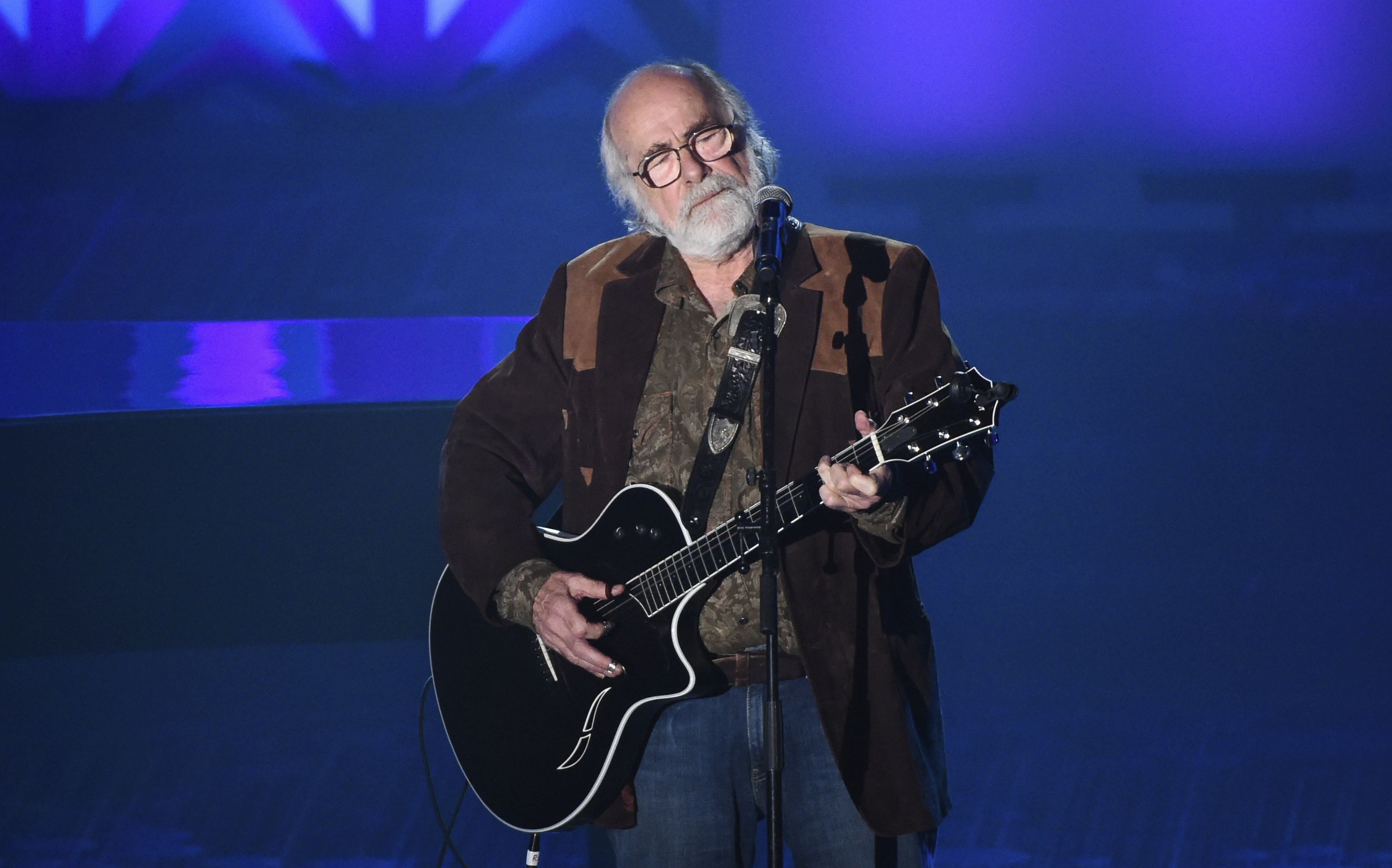 The Grateful Dead's Robert Hunter performs at the 46th Annual Songwriters Hall Of Fame Induction and Awards Gala in New York in 2015.
