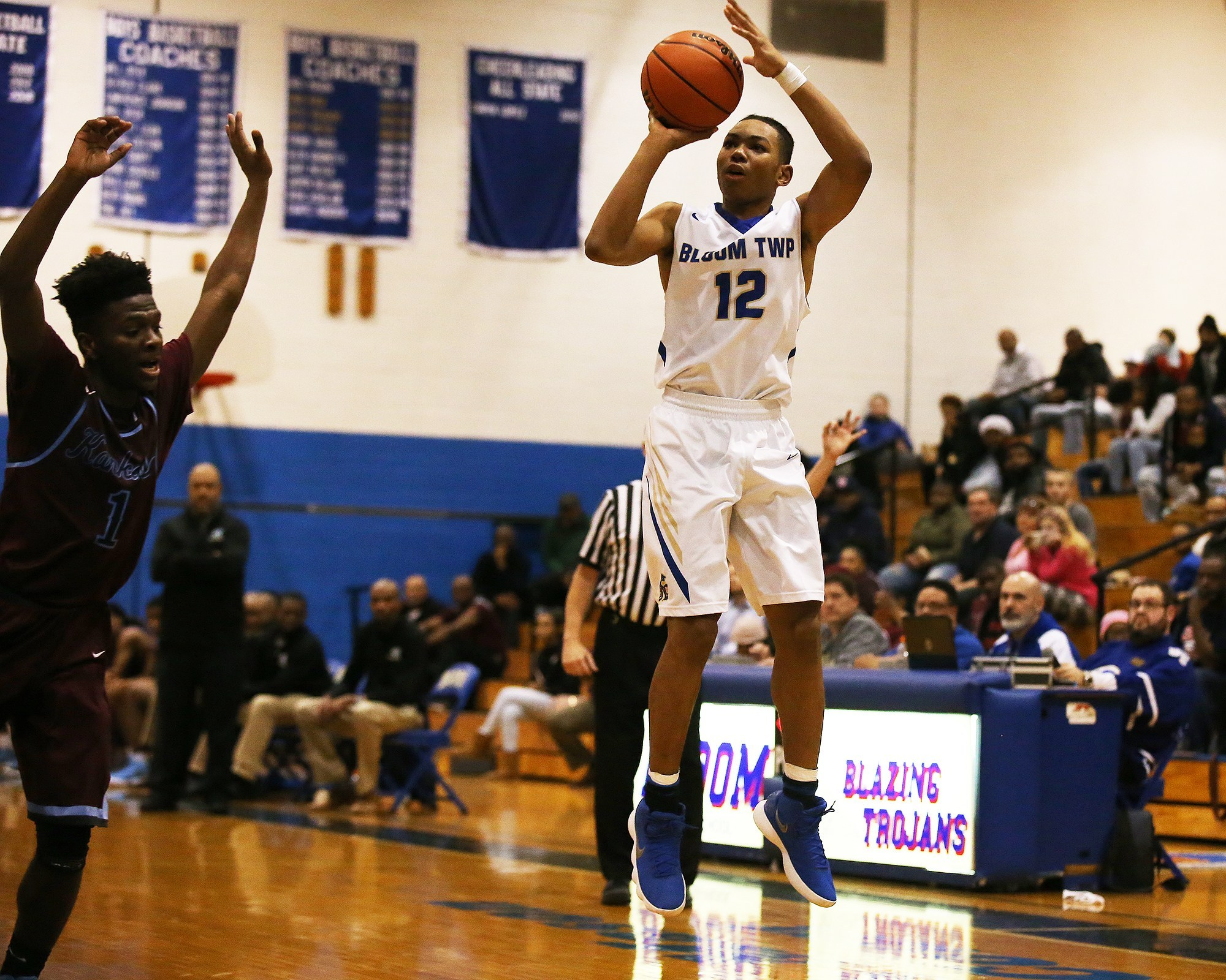 Bloom's Dante Maddox, Jr., hits from three. He committed to Cal State-Fullerton on Friday.