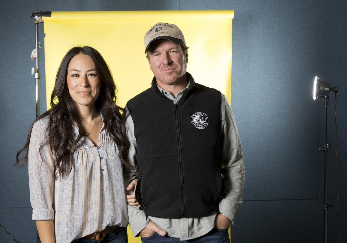 """In this March 29, 2016 photo, Joanna Gaines, left, and Chip Gaines pose for a portrait in New York to promote their home improvement show, """"Fixer Upper,"""" on HGTV."""
