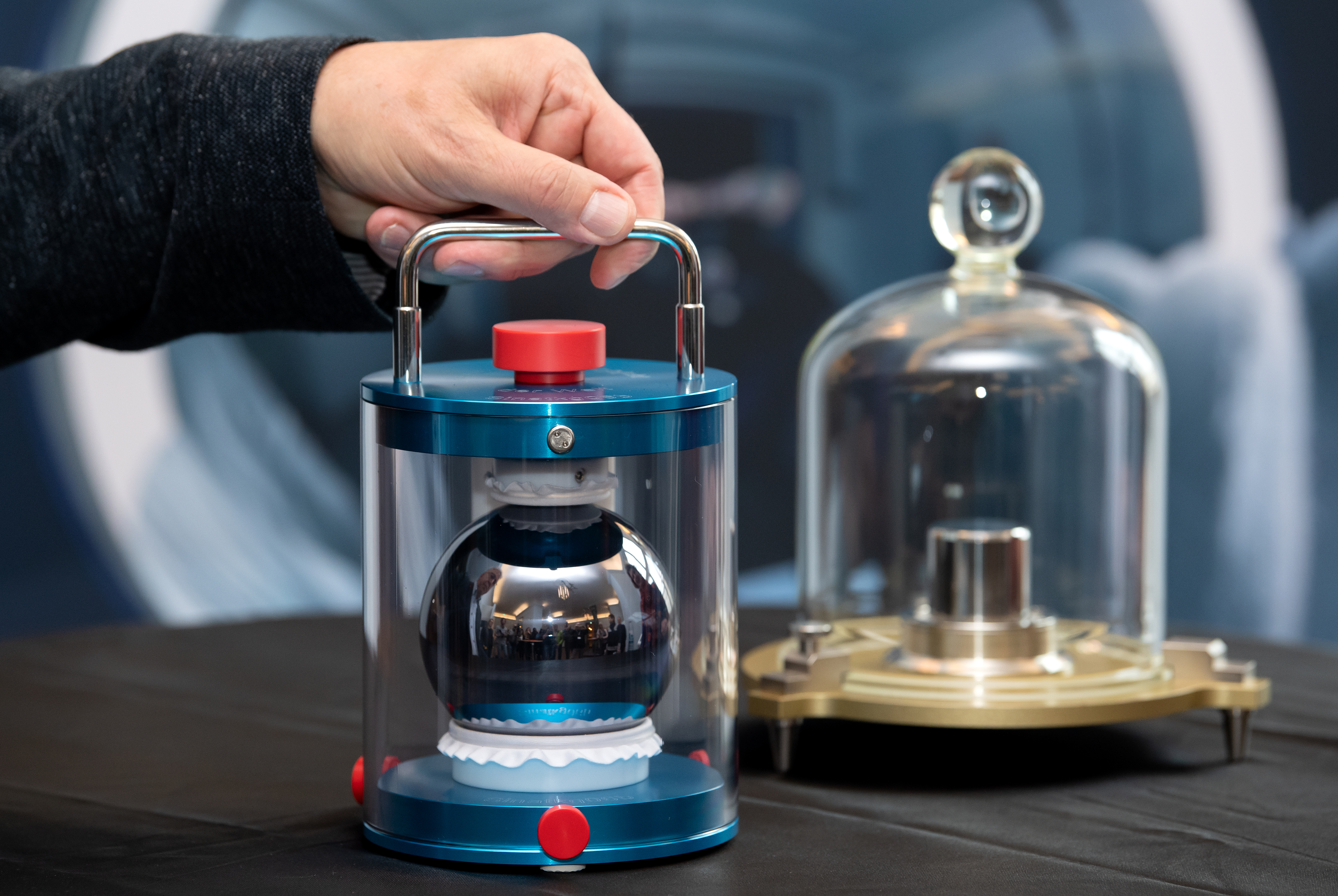 Silicon ball for the determination of the kilogram