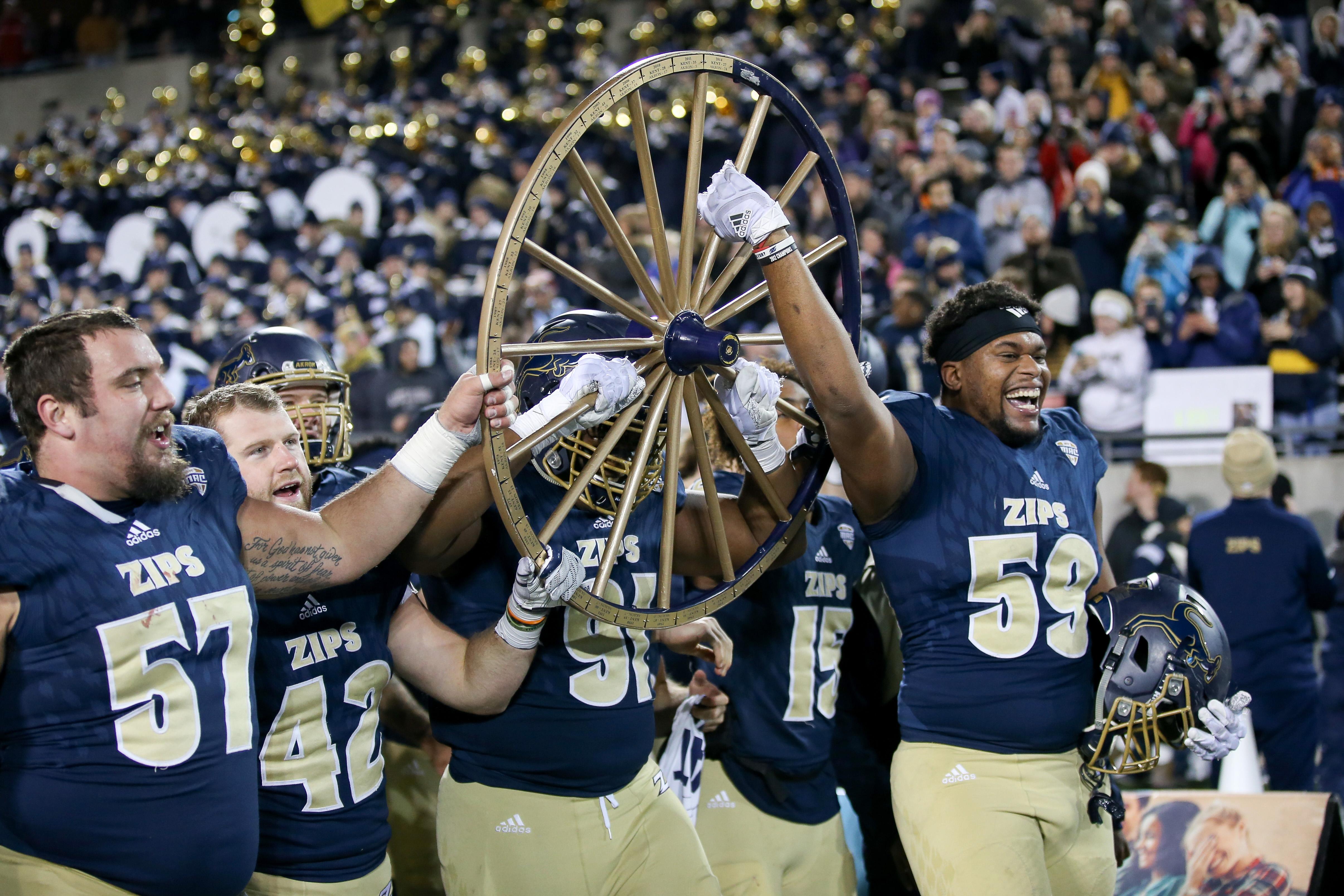 大学橄榄球赛:11月21日肯特州立大学阿克伦分校