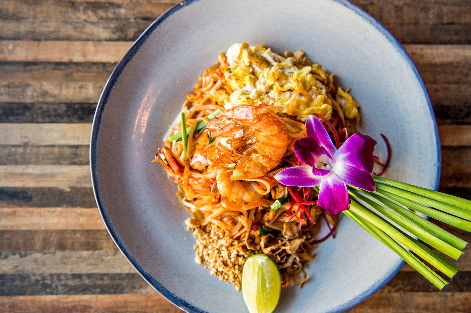 A photo of the Pad Thai Goong with a stir fry of small rice noodles, prawns, bean sprouts, chives and peanuts.