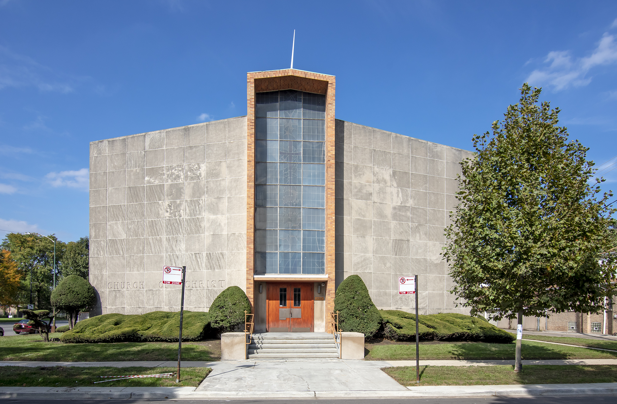Stony Island Church of Christ, 1600 E. 84th St.: This small, modernist church is located next to bustling Stony Island Avenue. It was designed by Ray Stuermer, an architect who once was chief of design for industrial designer Raymond Loewy.