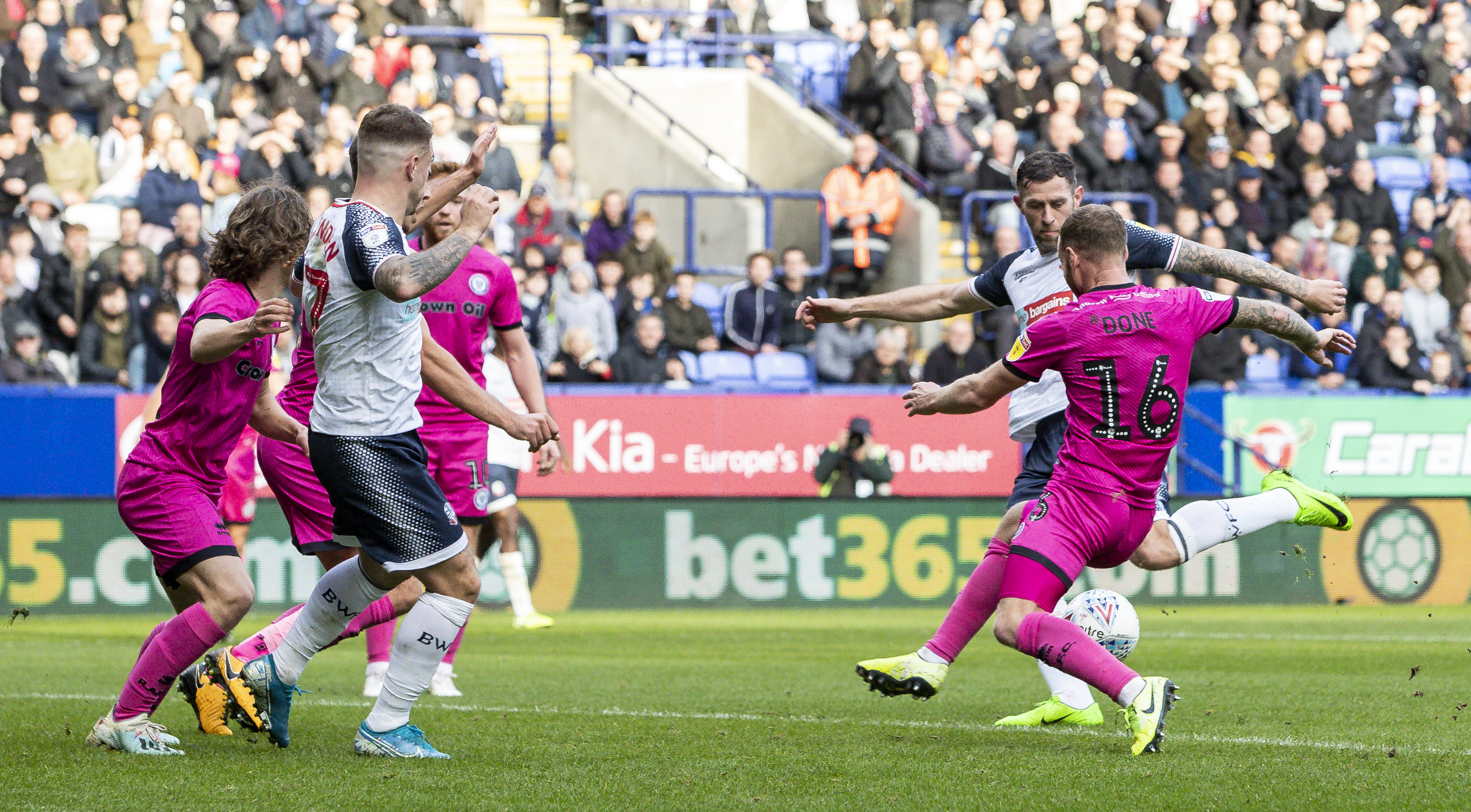 Bolton Wanderers v Rochdale - Sky Bet League One