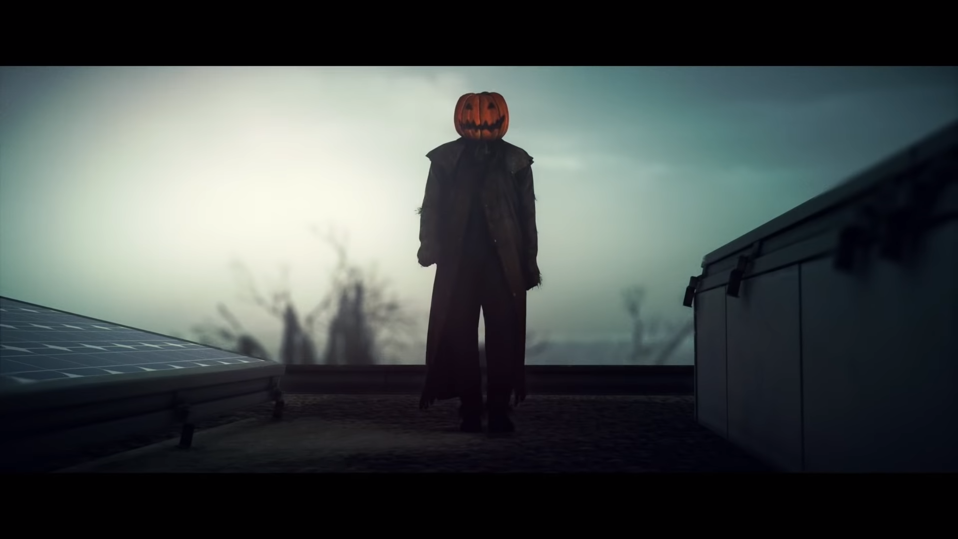 Agent 47 as a creepy pumpkin man in Hitman 2