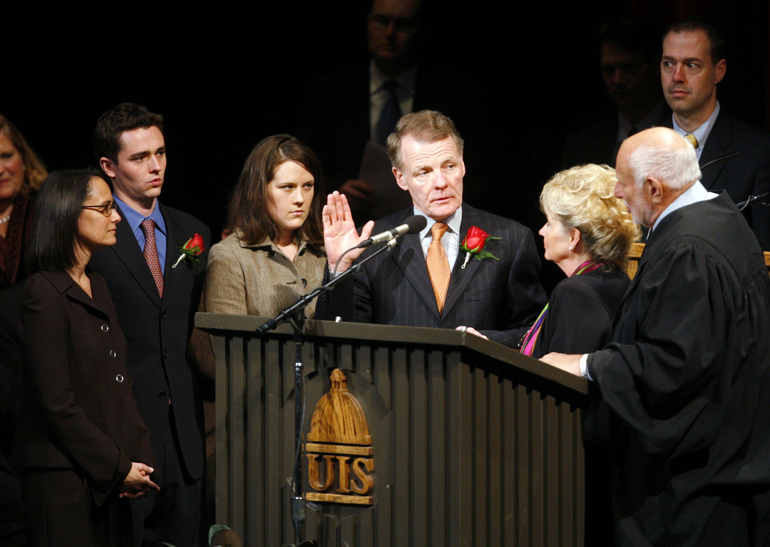 With his family at his side, Michael Madigan (center) is sworn in Jan. 10, 2007, as Illinois House speaker by Judge Alan Greiman. With him (from left) are daughter Lisa Madigan, son Andrew Madigan, daughter Nicole Madigan and wife Shirley Madigan.