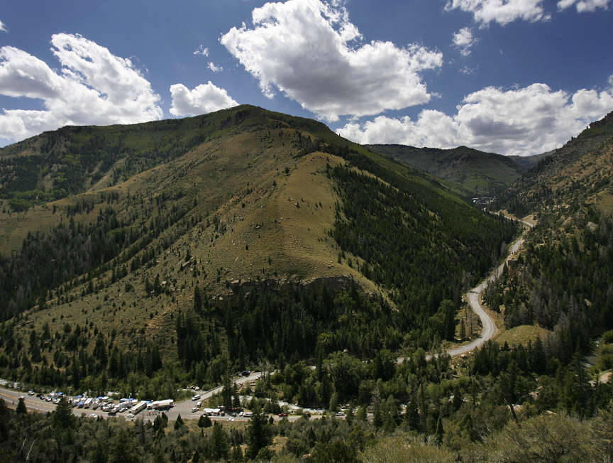 The Command Center at bottom left and the Crandall Canyon Mine near the top right, August 19, 2007.\r\n