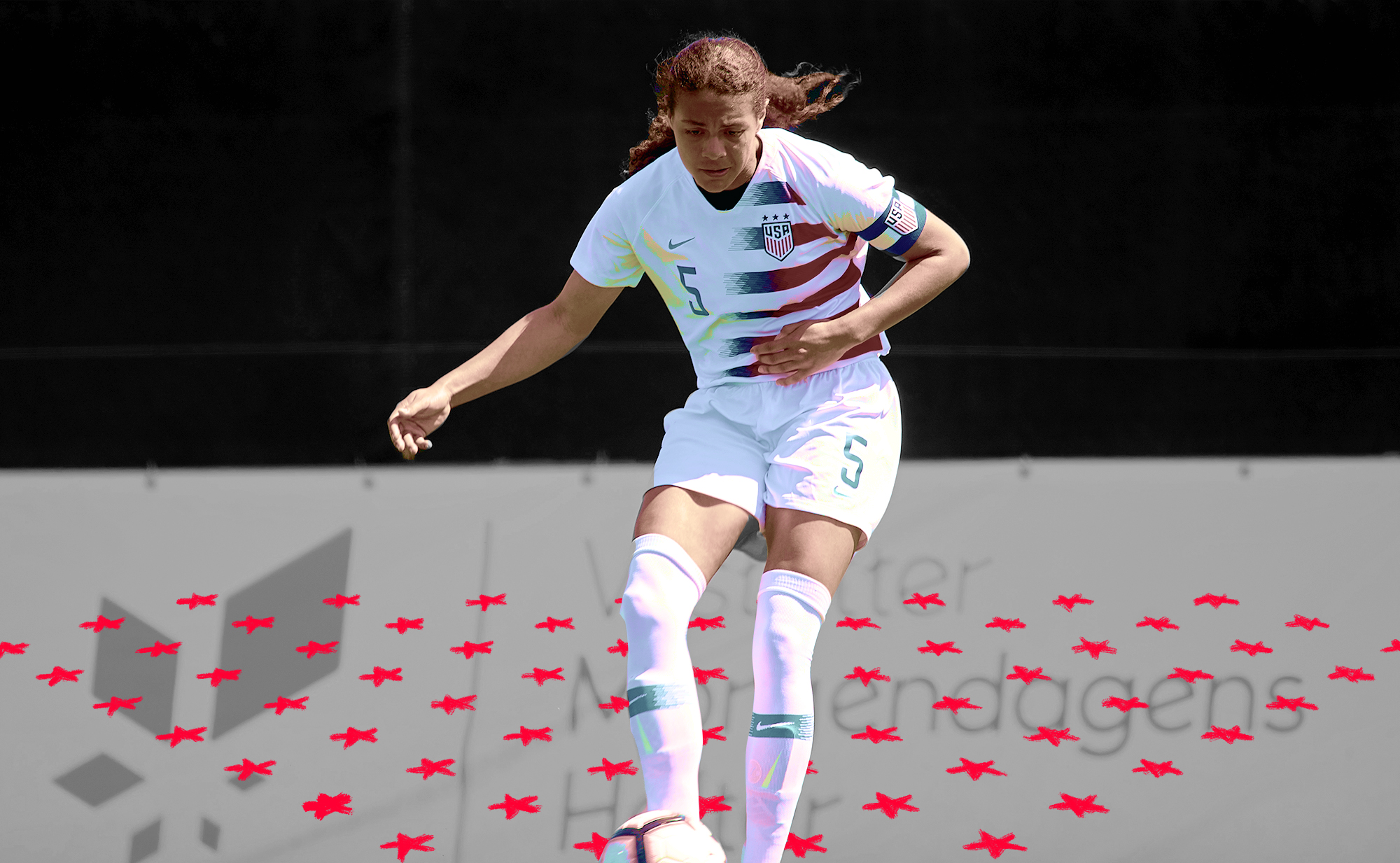 Alana Cook passing the ball while wearing a US women's national team uniform.