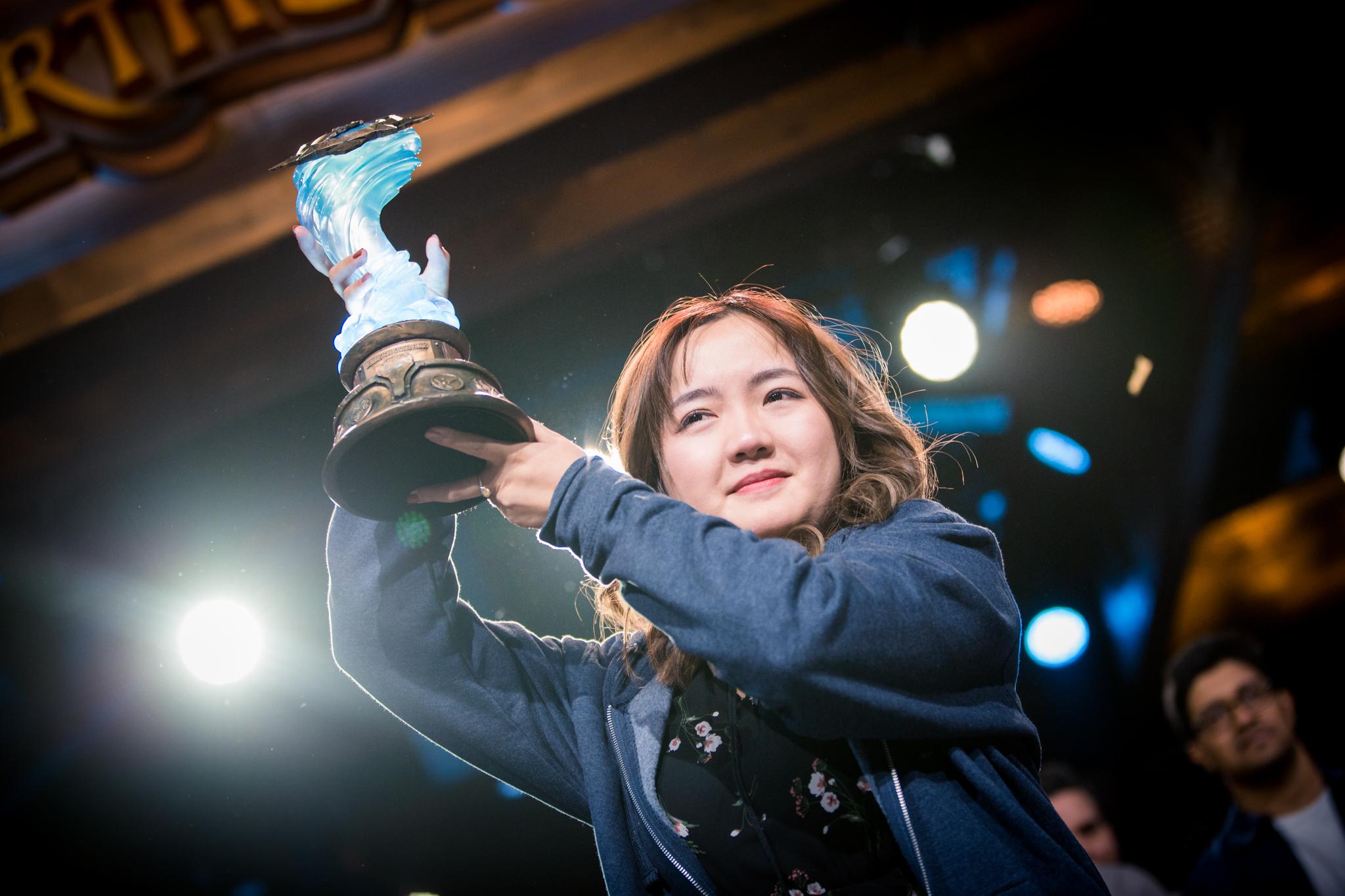 "Li ""VKLiooon"" Xiaoeng holds trophy during Grandmasters finals"