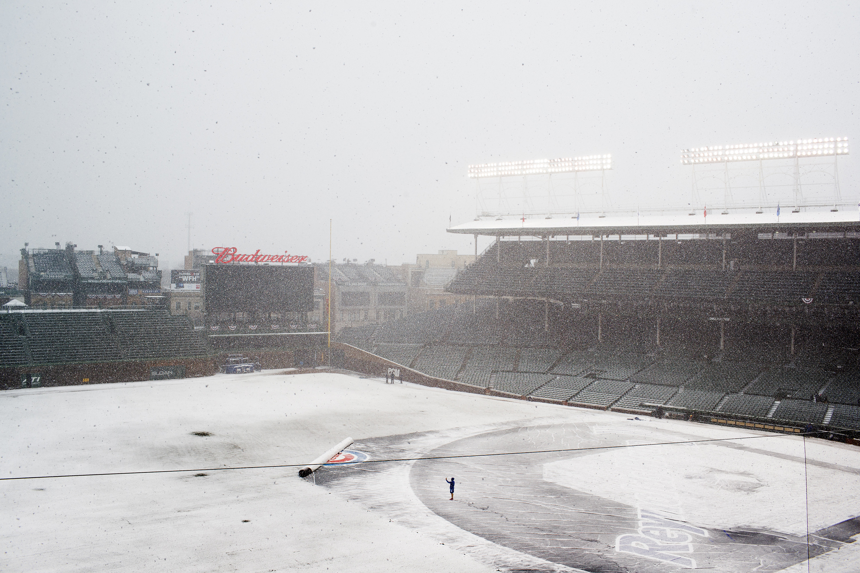 Snow delay: Cubs postpone home opener to Tuesday