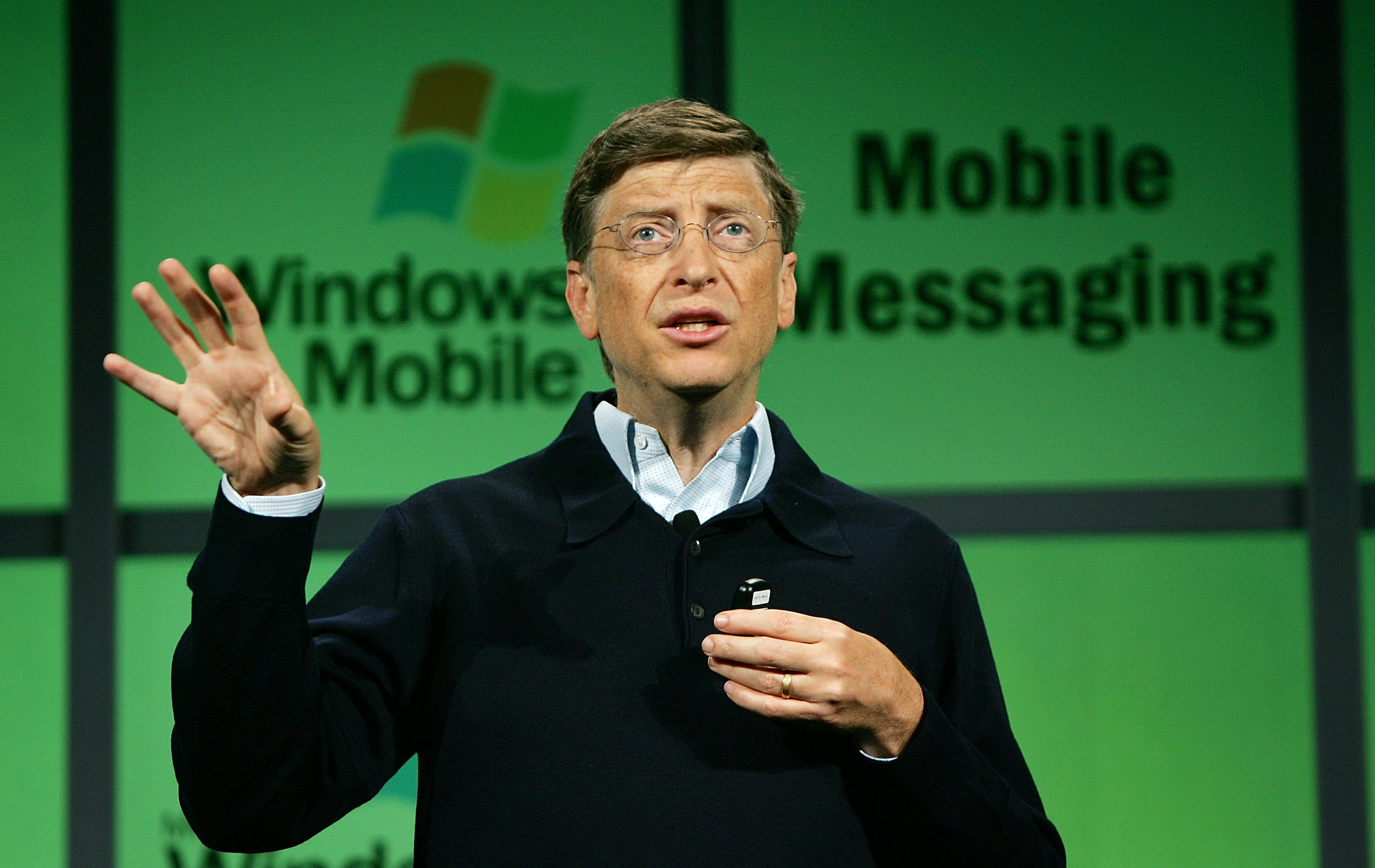 Bill Gates Introduces Microsofts Mobile 5.0 Software