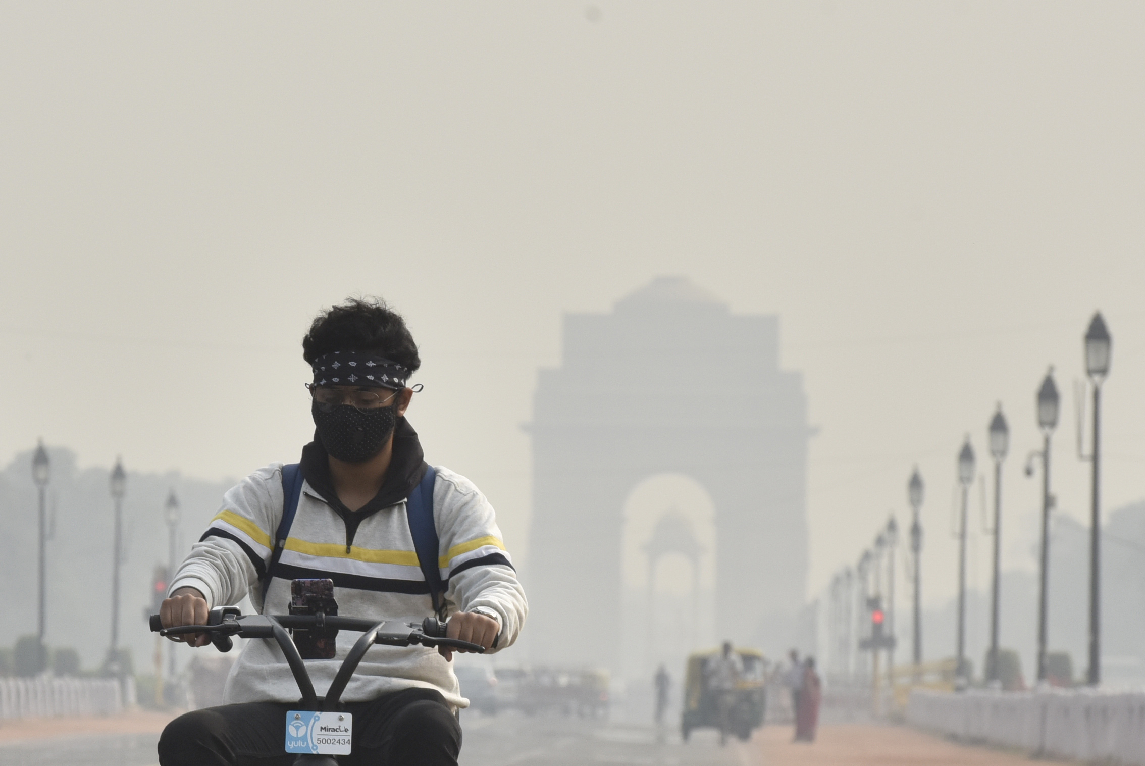A view of India Gate amid smog, on November 8, 2019 in New Delhi, India.