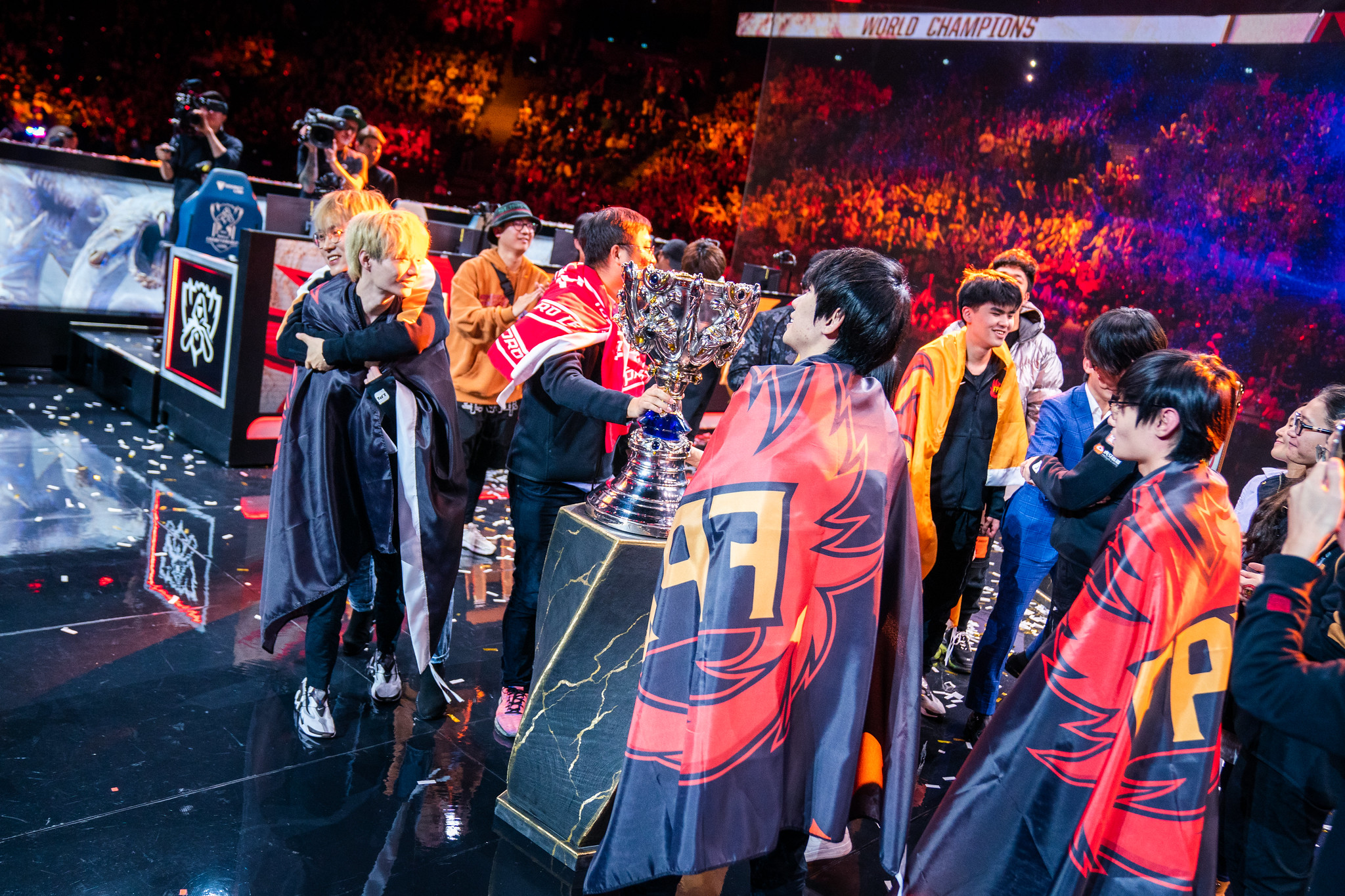 FunPlus Phoenix lifting the Summoner's Cup at the 2019 League of Legends World Championships