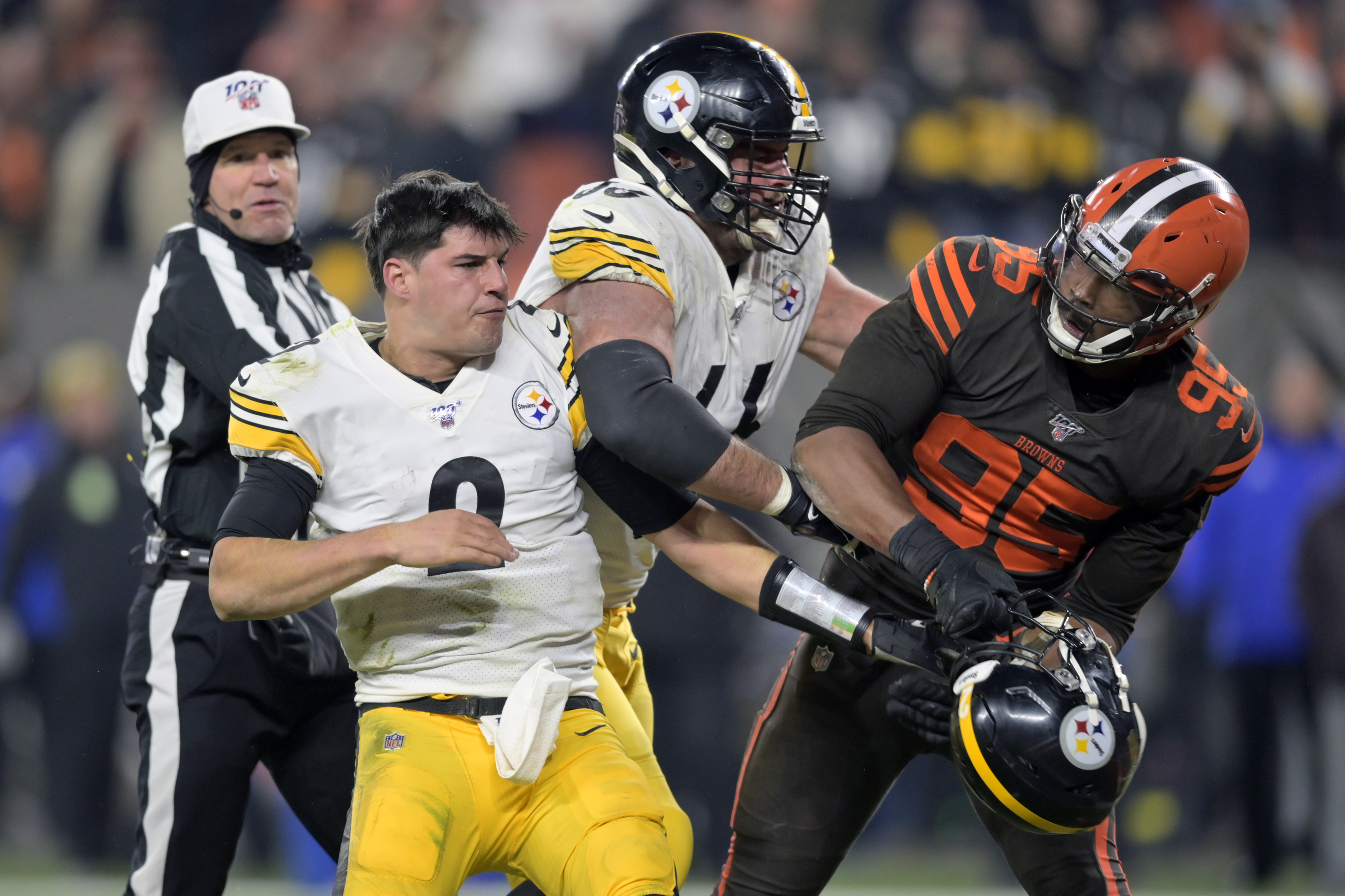 Cleveland Browns defensive end Myles Garrett (95) reacts after swinging a helmet at Pittsburgh Steelers quarterback Mason Rudolph (2) in the fourth quarter of Thursday night's game.