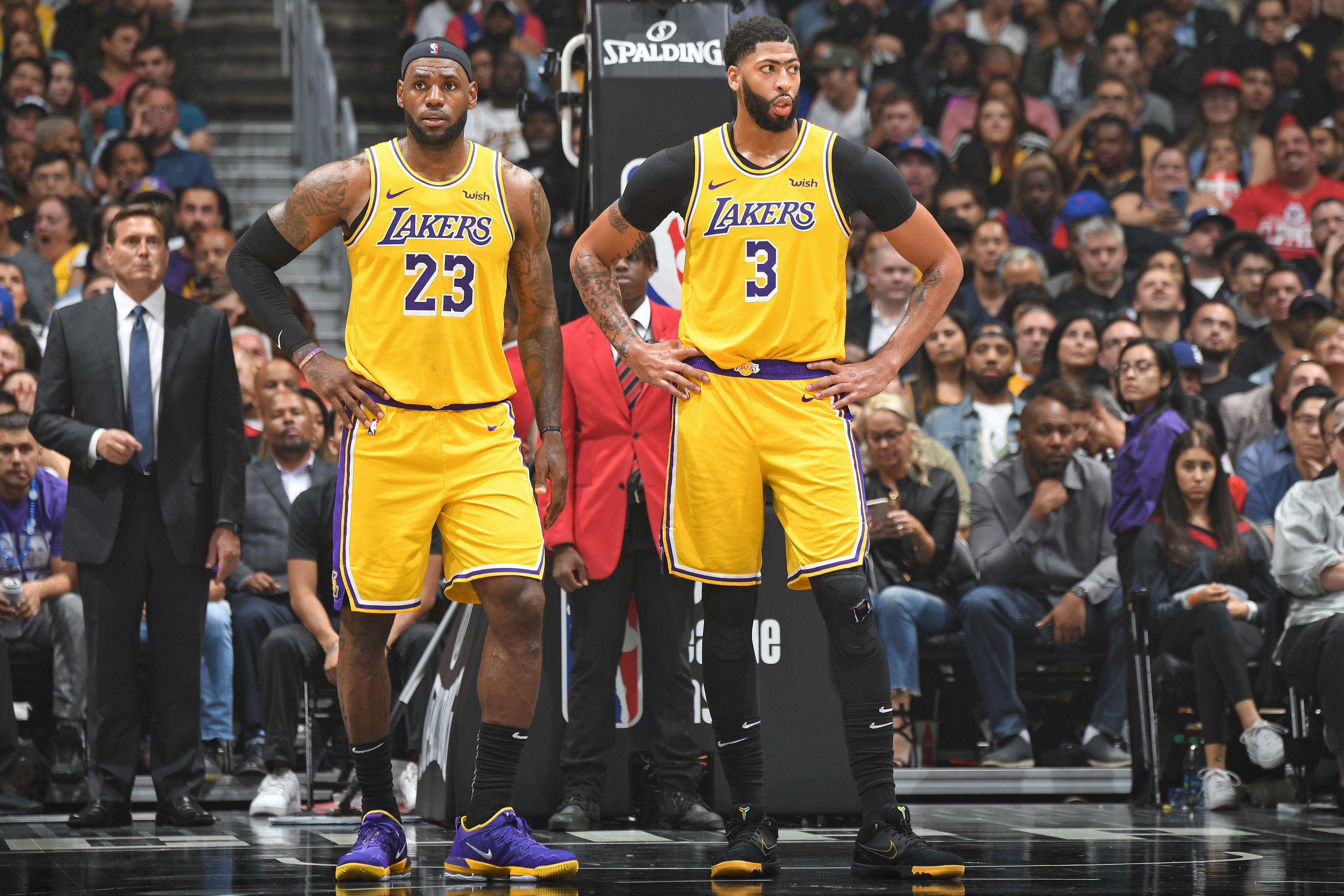 Los Angeles Lakers v LA Clippers