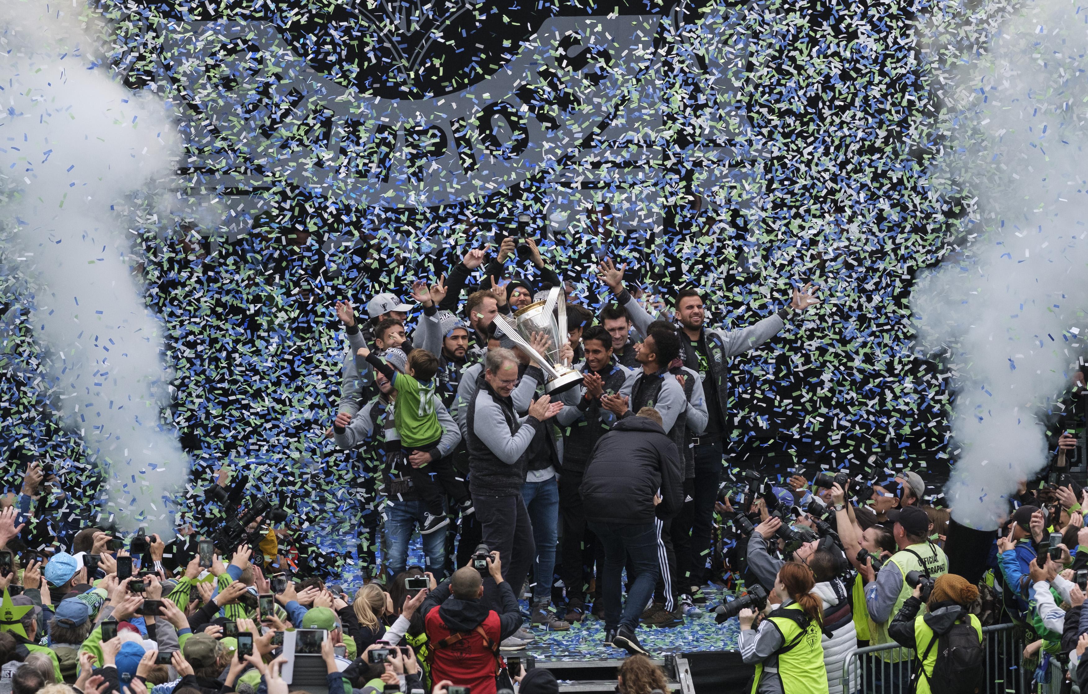 MLS:美国公开赛杯冠军西雅图海湾人游行
