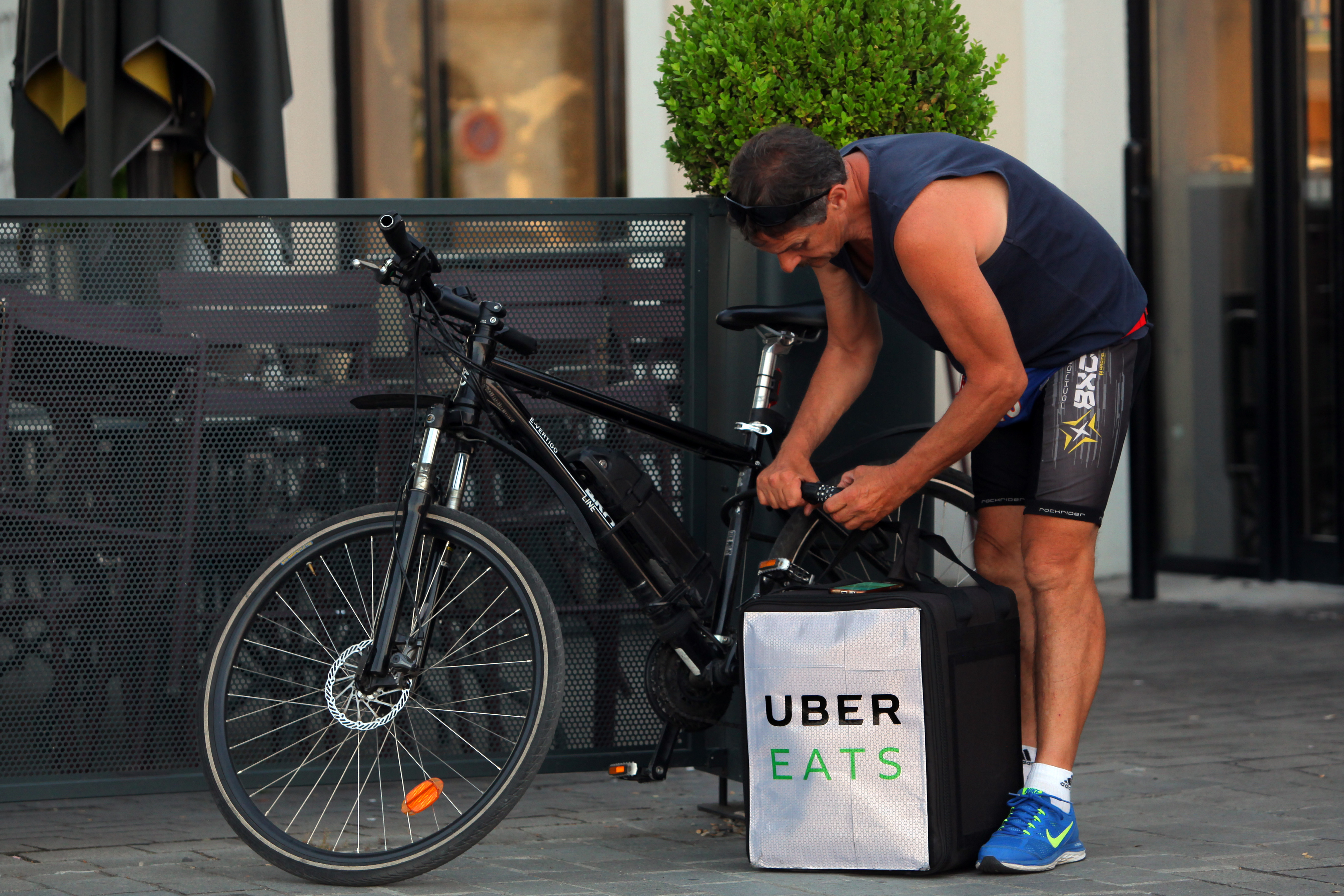 DoorDash and Uber Eats aren't collecting sales tax on delivery fees in some states. That could be a problem.