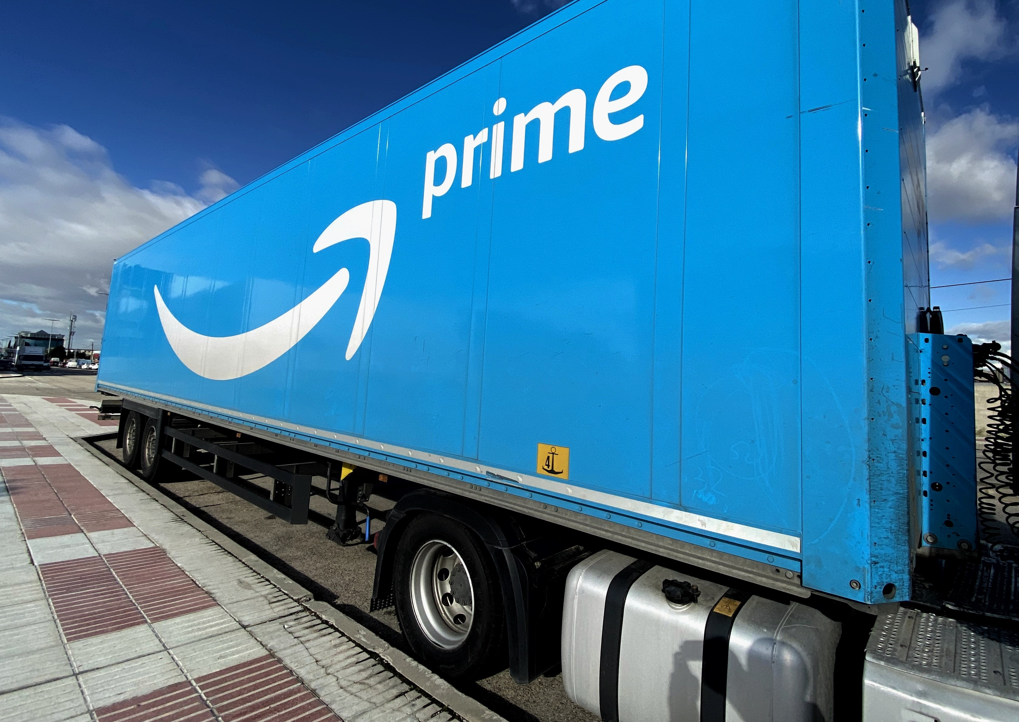 Images Of One Of Amazon's Logistic Plants In Madrid