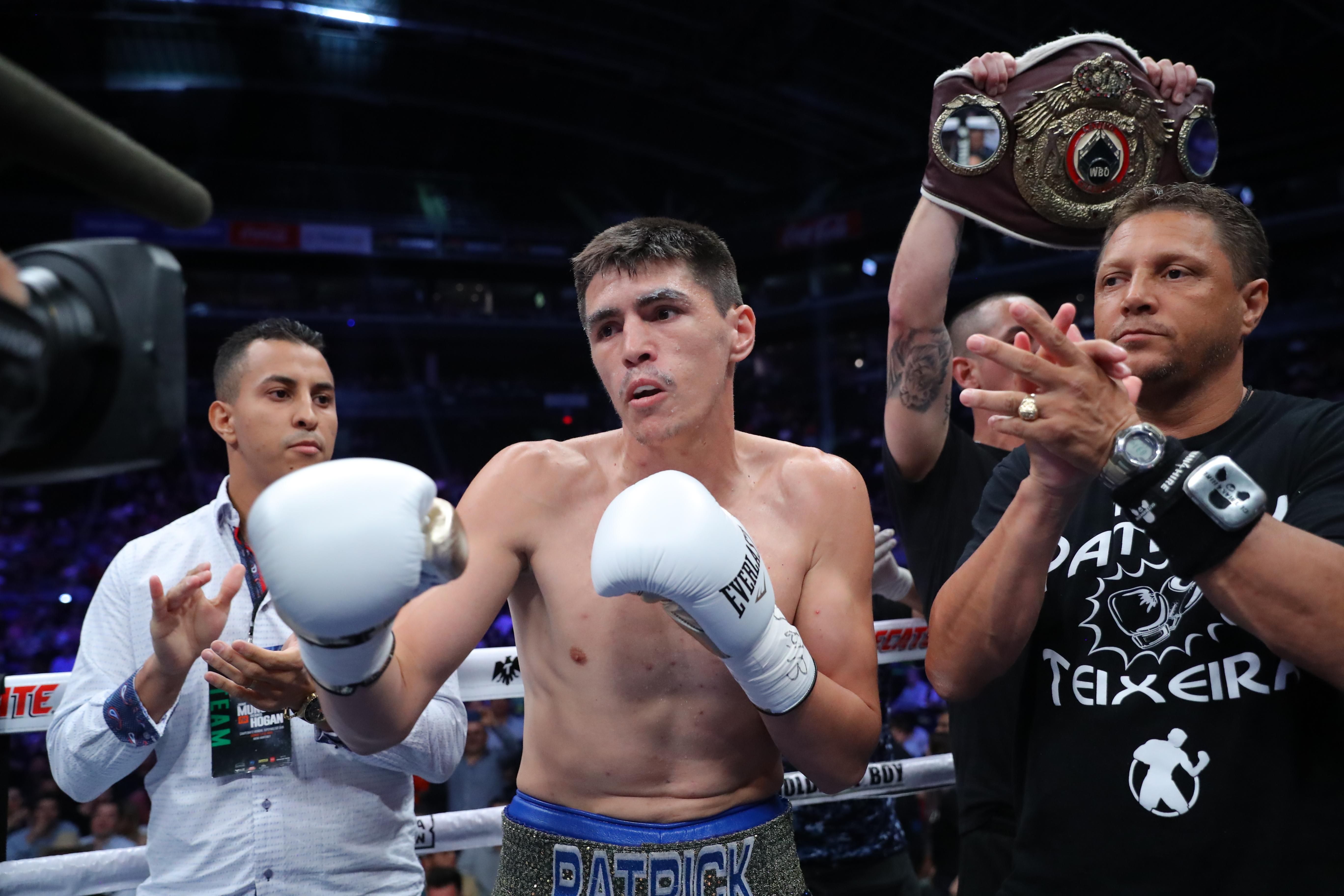 Jaime Munguia vs Dennis Hogan