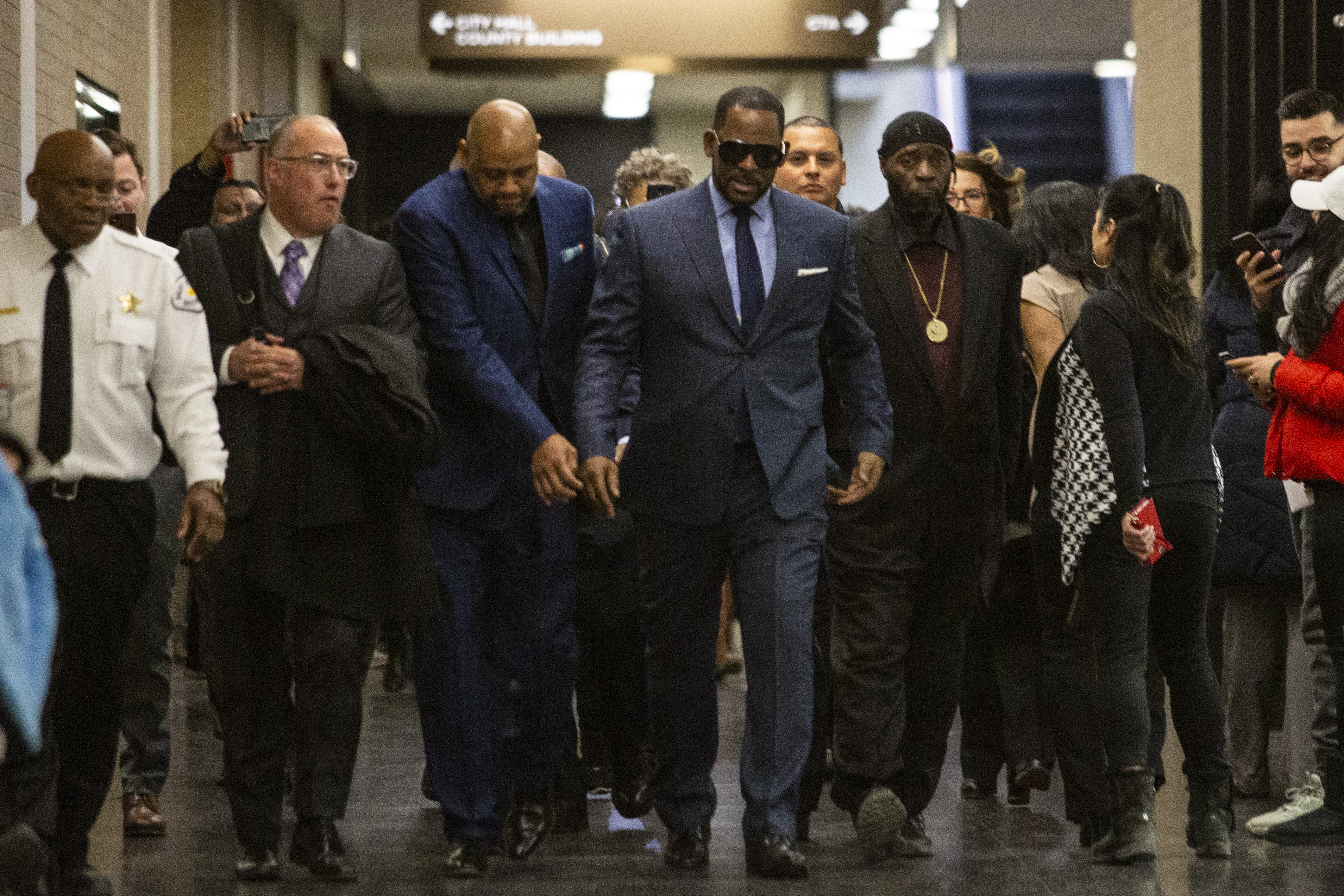 R. Kelly walks into the Daley Center in Chicago for a hearing in a child support case, Wednesday afternoon, March 6, 2019. | Ashlee Rezin/Sun-Times