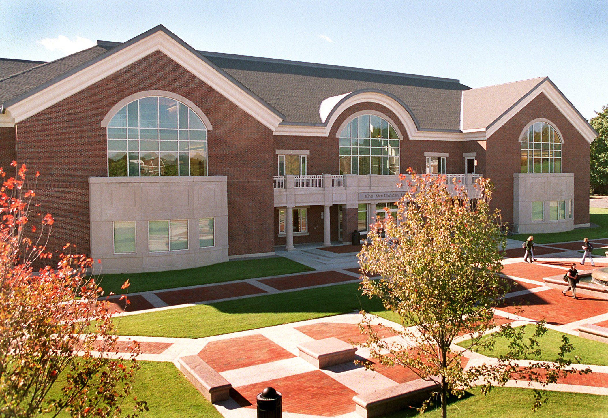 MacPhaidin Library At Stonehill College
