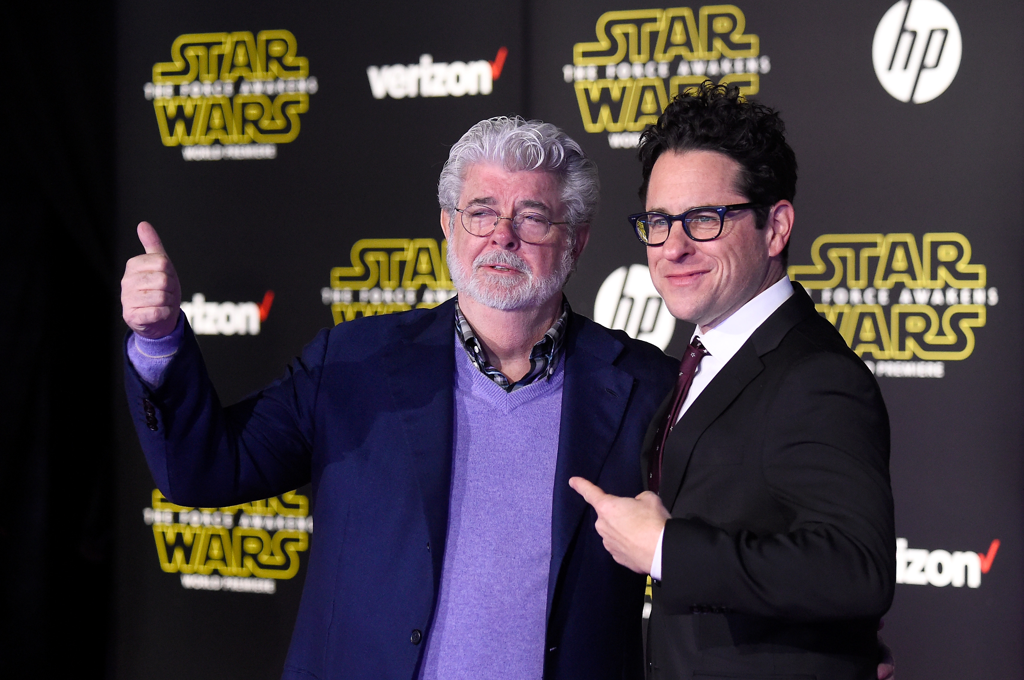 George lucas gives a thumbs up while JJ Abrams points at him at the Force Awakens premiere in 2015