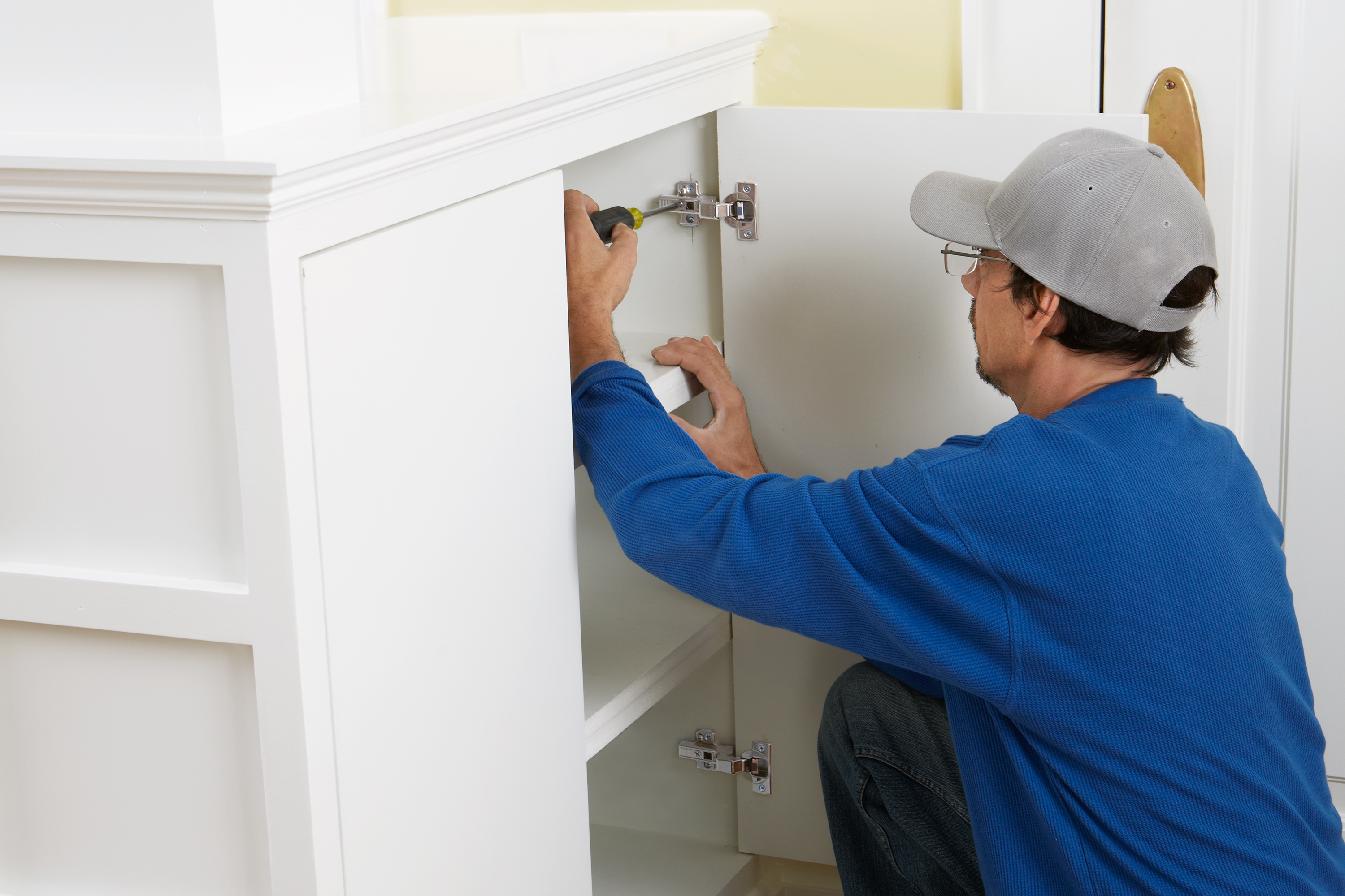 Concealed Euro-Style Cabinet Hinges