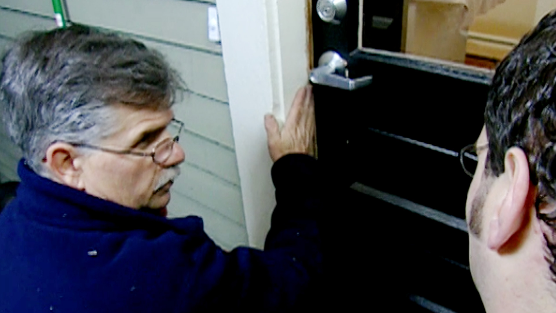 Ask TOH Season 2, Ep25, Tom Silva replaces weatherstripping
