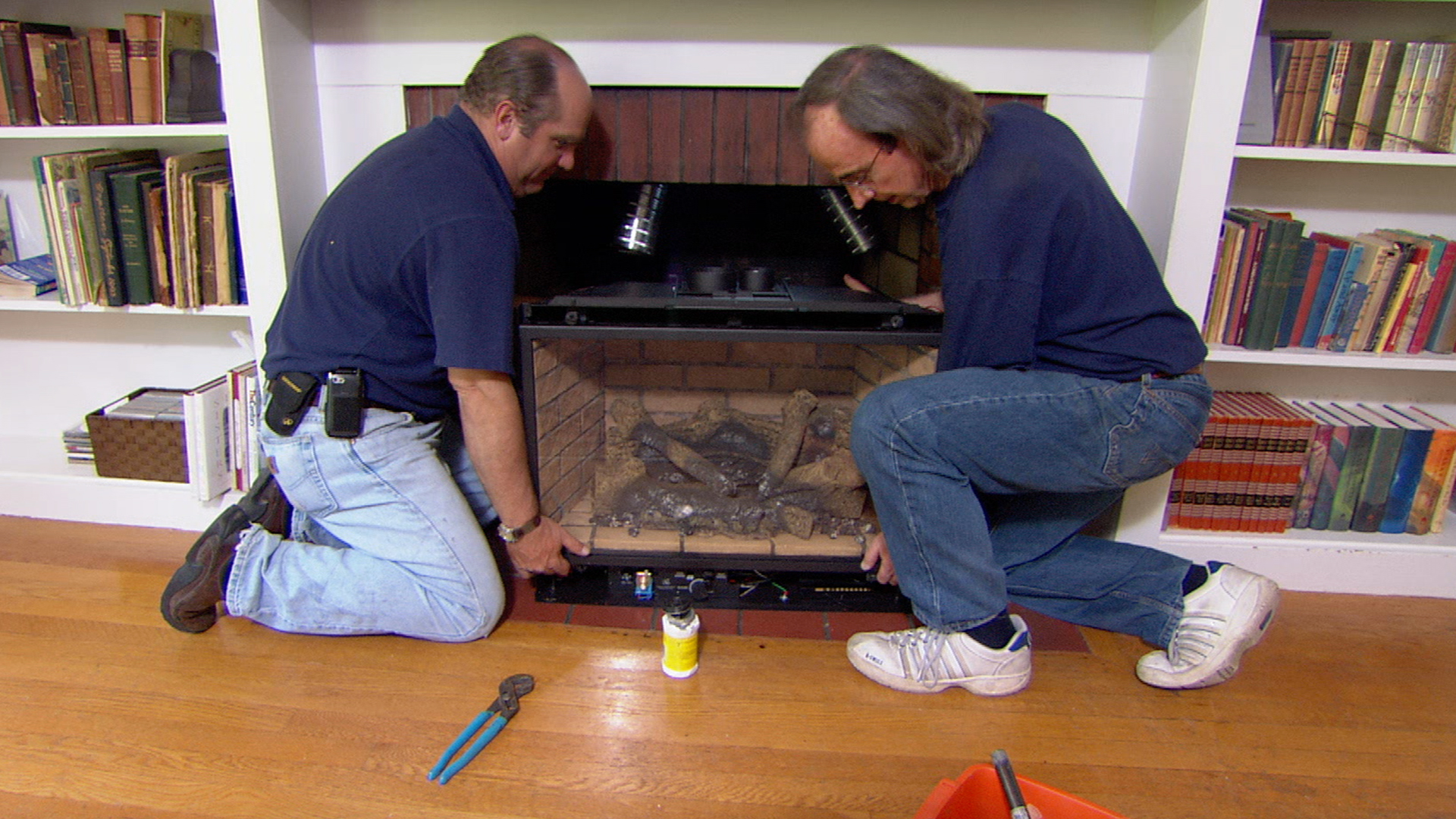 Richard Trethewey, gas fireplace insert, S8 E2