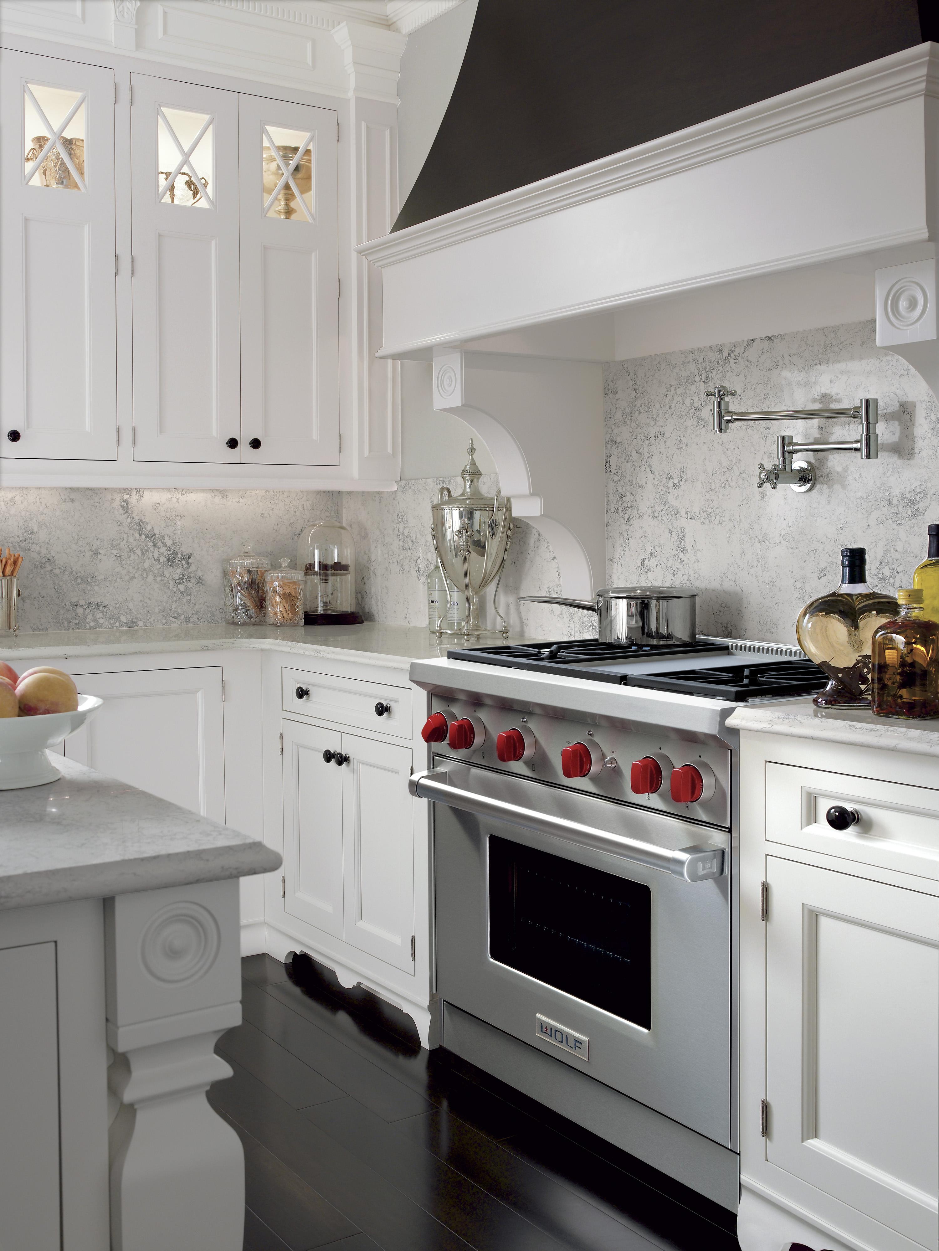 Pro style range in modern kitchen.