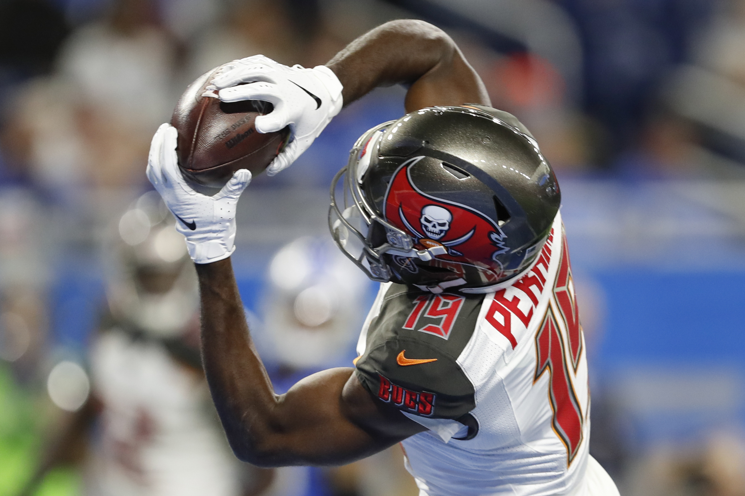 Tampa Bay Buccaneers wide receiver Breshad Perriman makes a touchdown reception during the first quarter against the Detroit Lions at Ford Field