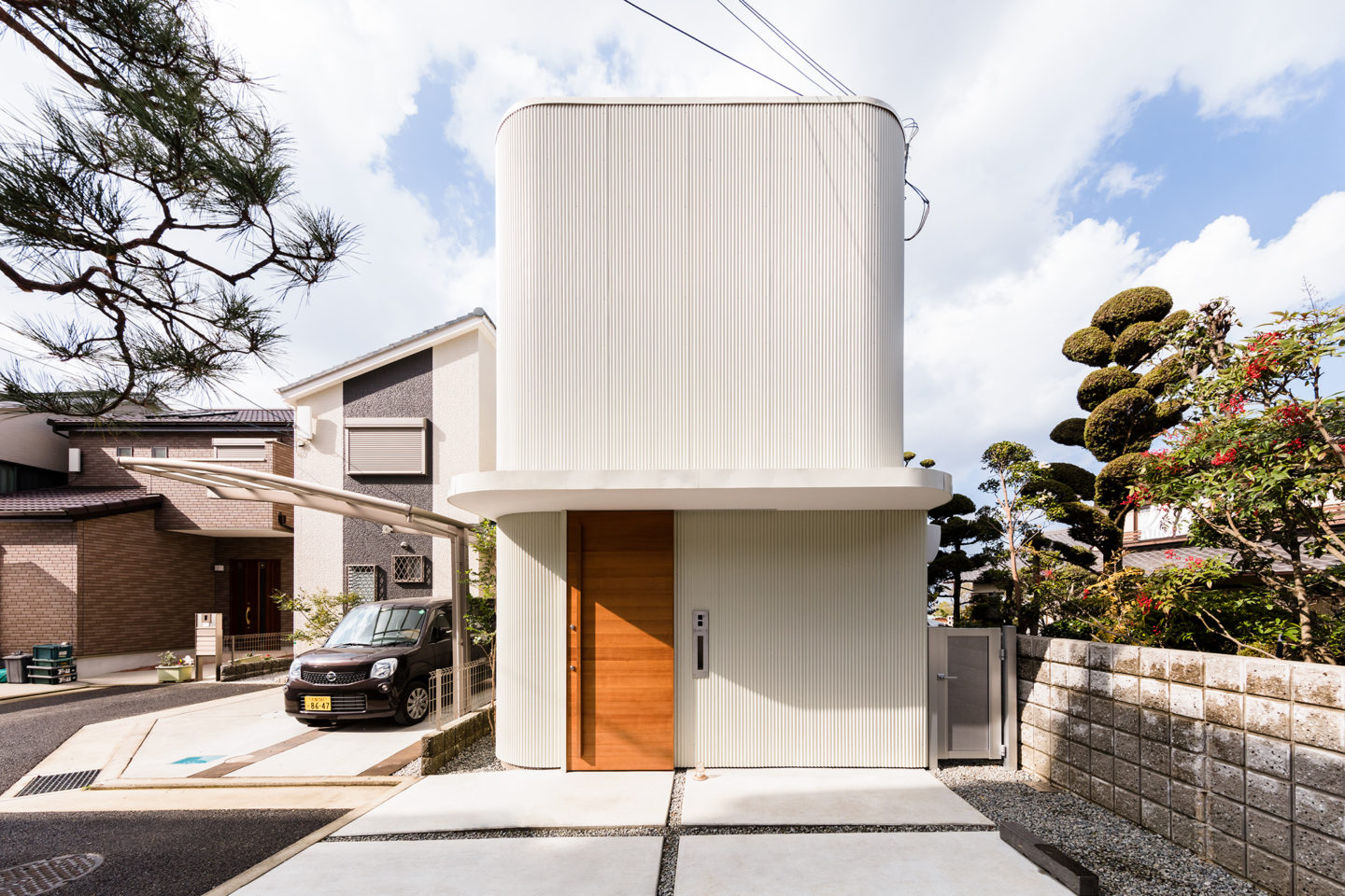 Narrow house lives large with soaring indoor garden